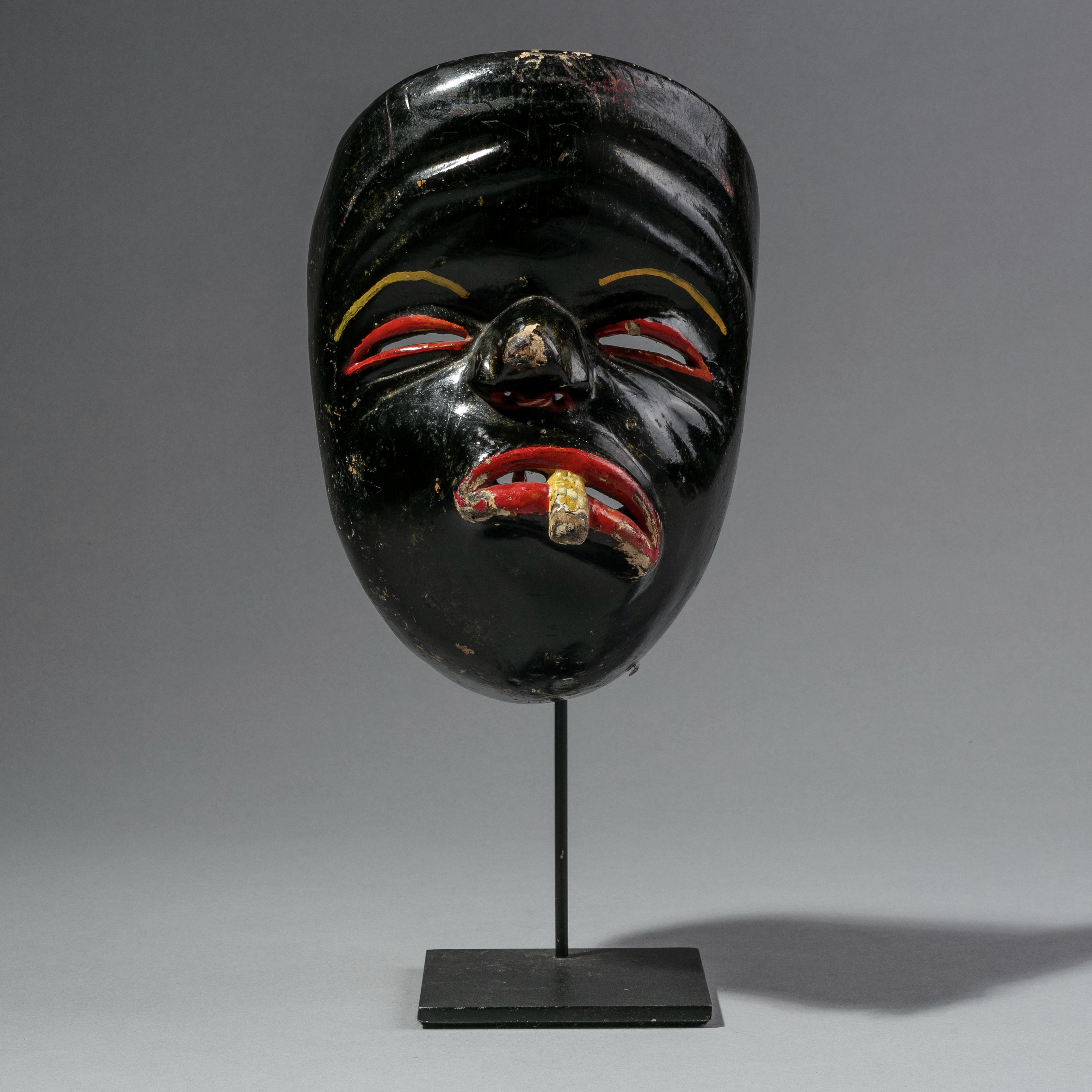 A CHARACTERFUL JAVANESE THEATRE MASK FROM INDONESIA ( No 1169 )