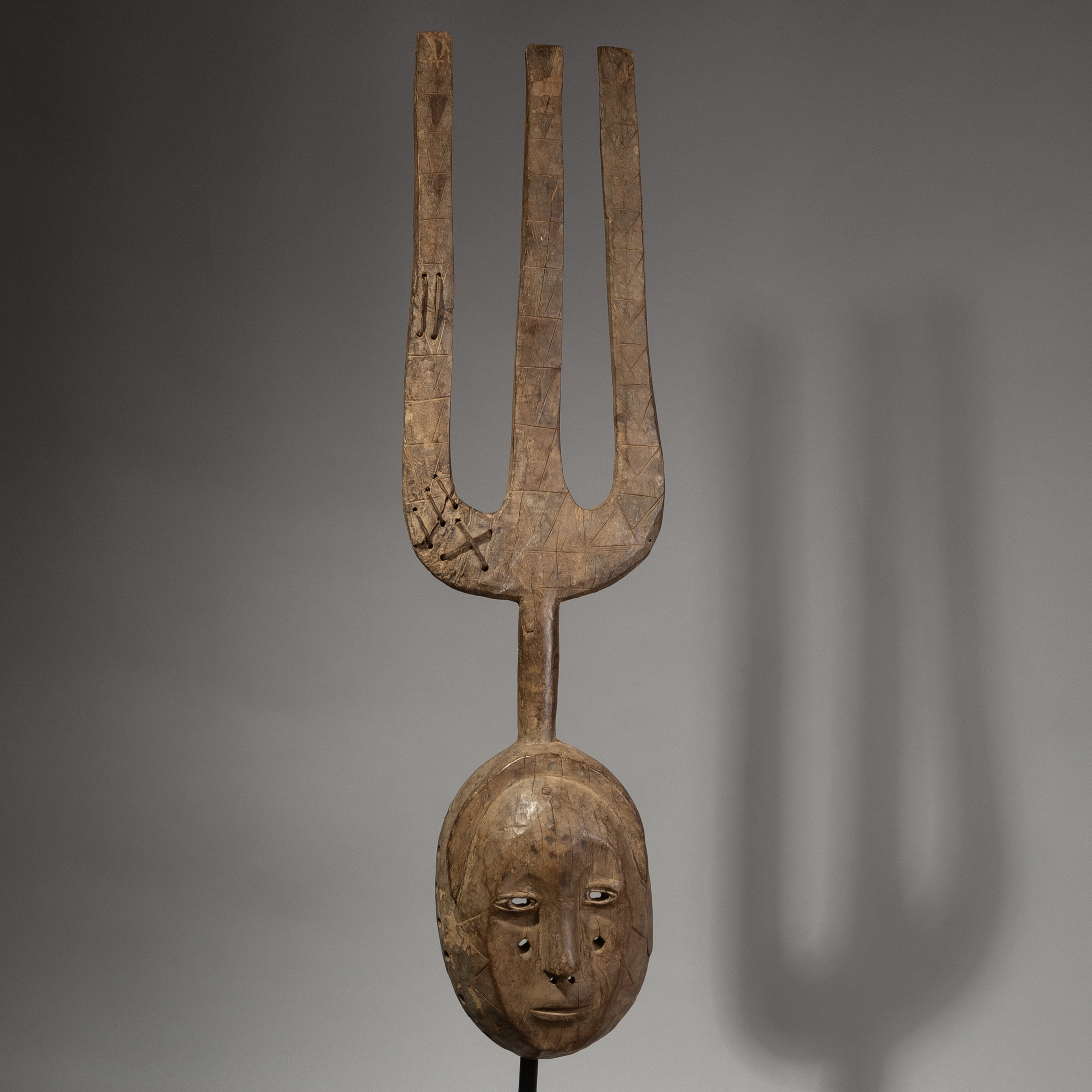 A LARGE UNUSUAL MOSSI TRIBE MASK ( No 1855 )