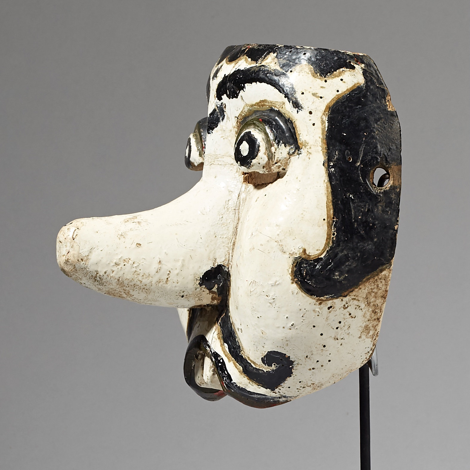 A BIG NOSE THEATRE MASK FROM JAVA ( No 3048 )
