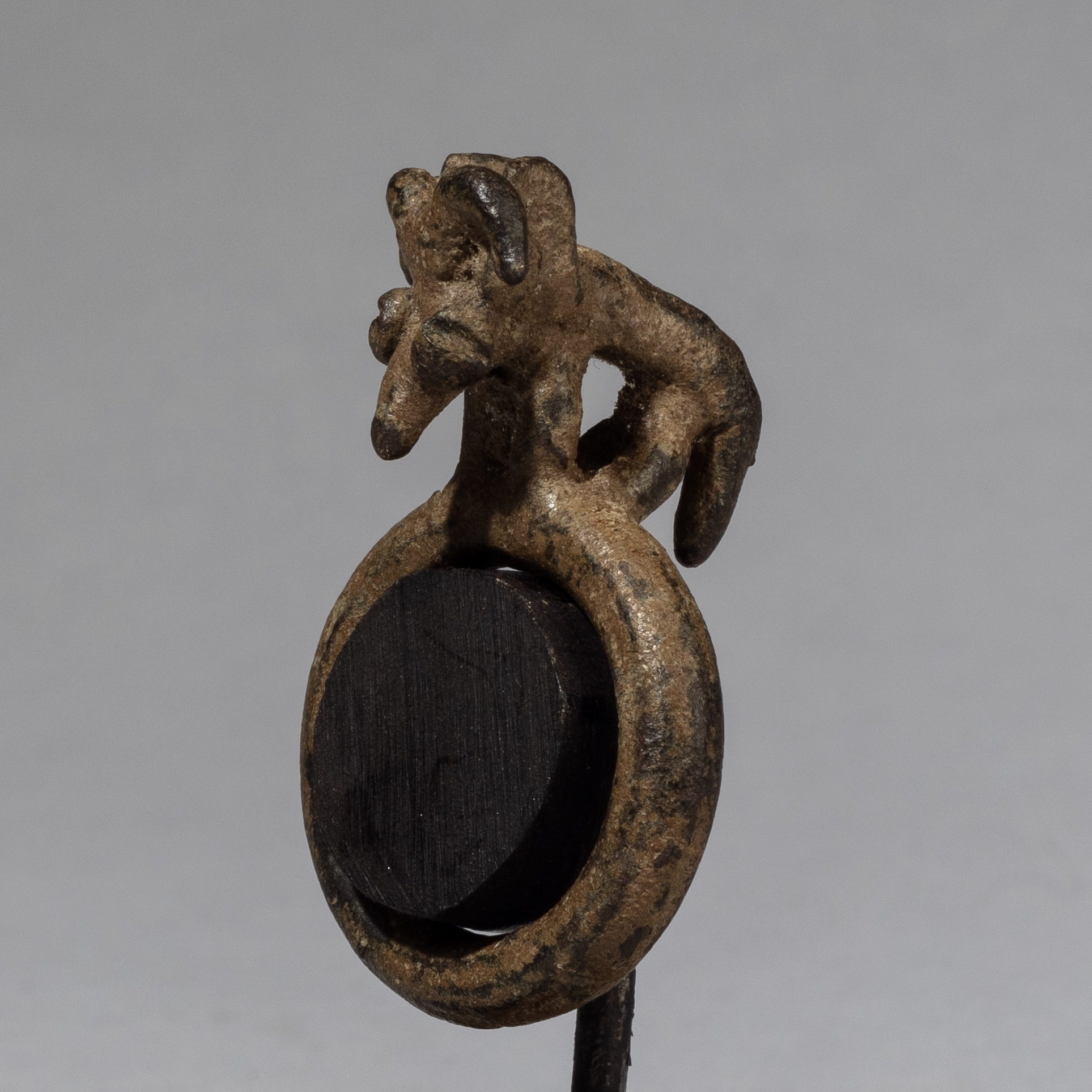 A BRONZE ANIMAL RING FROM LOBI TRIBE OF BURKINA FASO ( No 3369 )