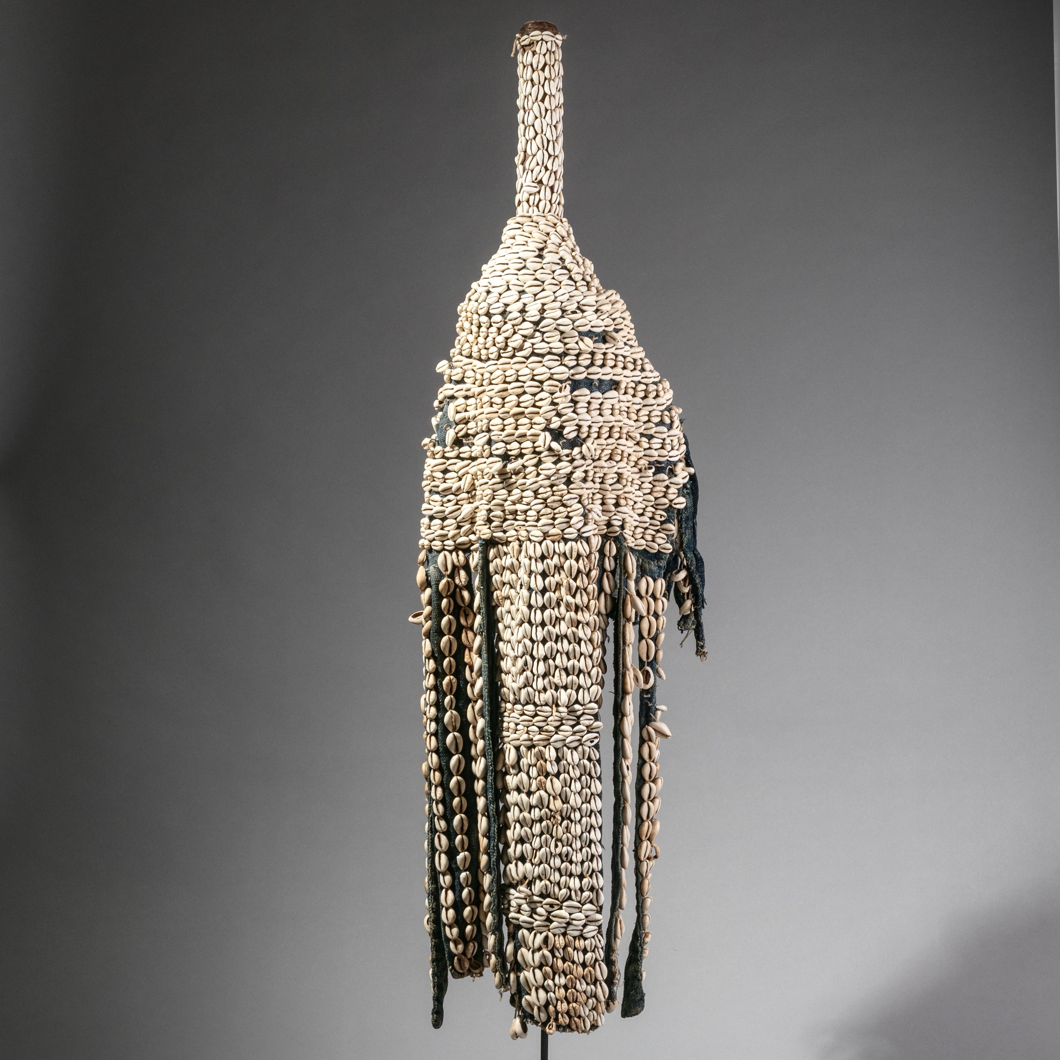 A COWRIE SHELL HEADDRESS FROM SENUFO TRIBE BURKINA FASO ( No 1189 )