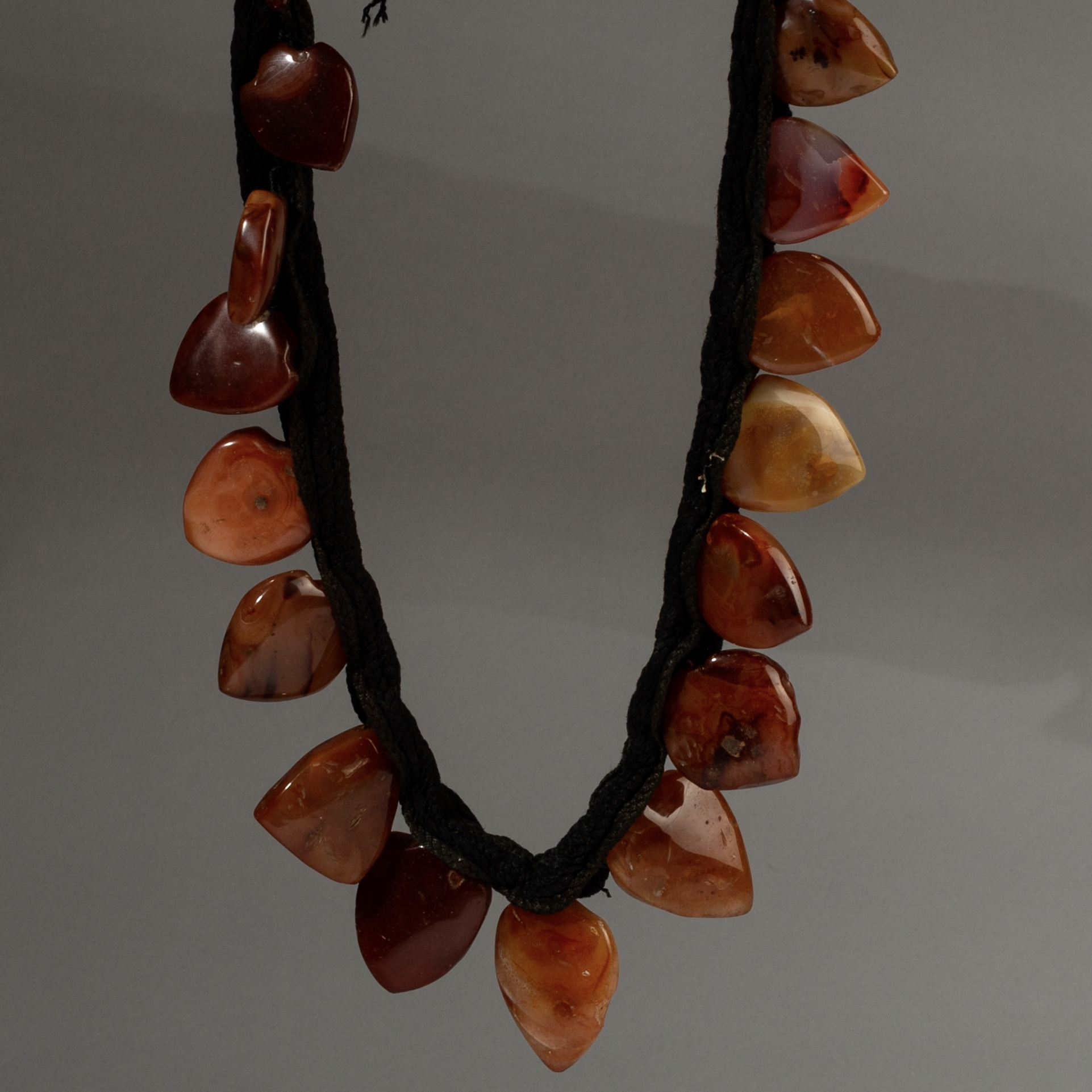 ( Sold timtim )-A VINTAGE CARNELIAN TRADE BEAD NECKLACE ( No 3227 )