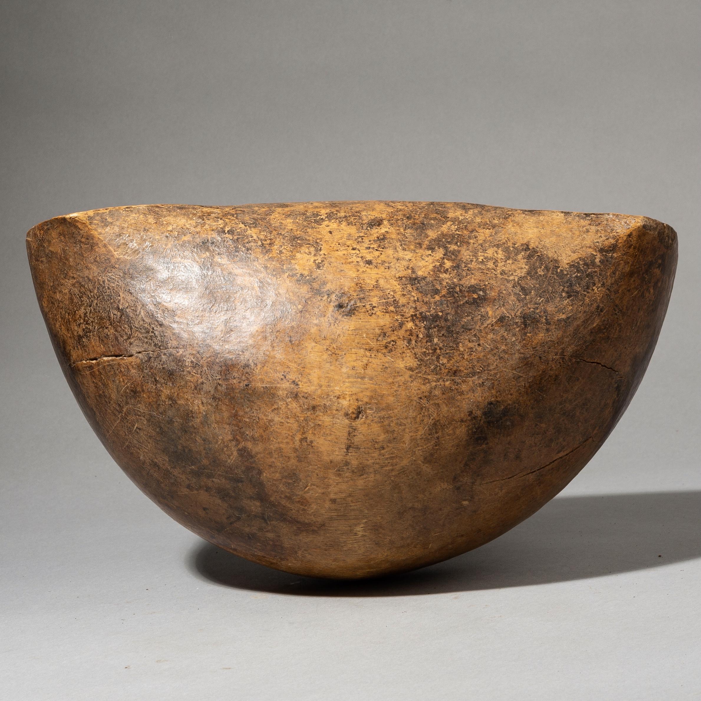 A SHAPELY TURKANA BOWL. KENYA ( No 3875 )
