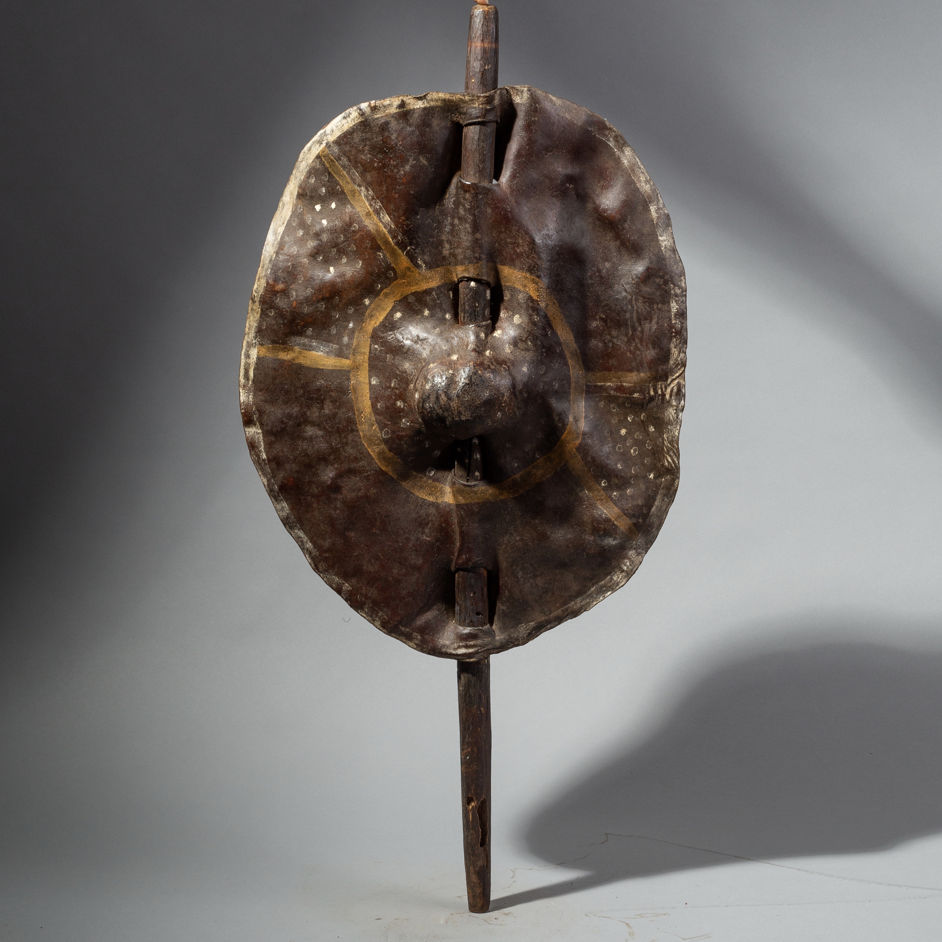 A PIGMENT DECORATED SHIELD FROM TANZANIA ( No 1811 )