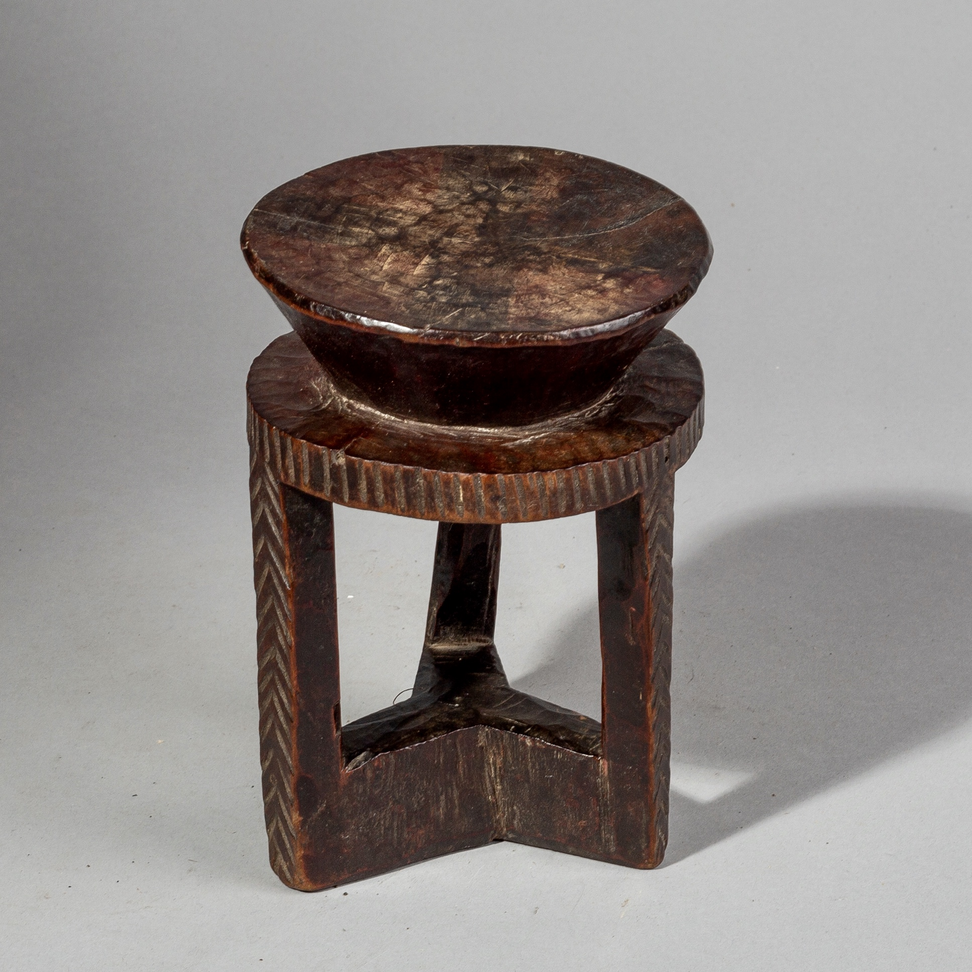 AN ELEGANTLY PATINATED COFFEE STAND FROM ETHIOPIA( No 1577 )