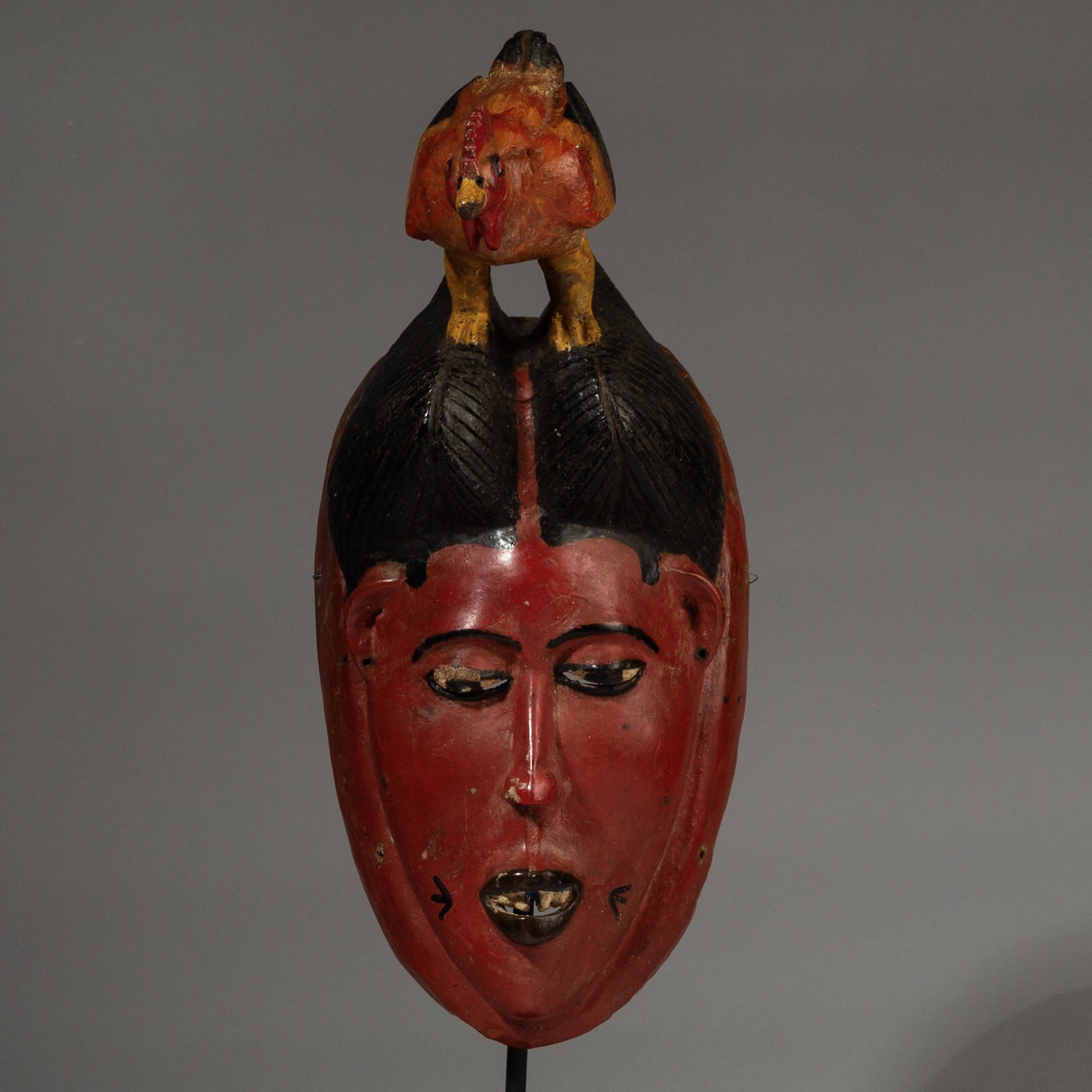SD A PRETTY RED POLYCHROME MASK FROM THE GURO TRIBE, IVORY COAST ( No 3114 )