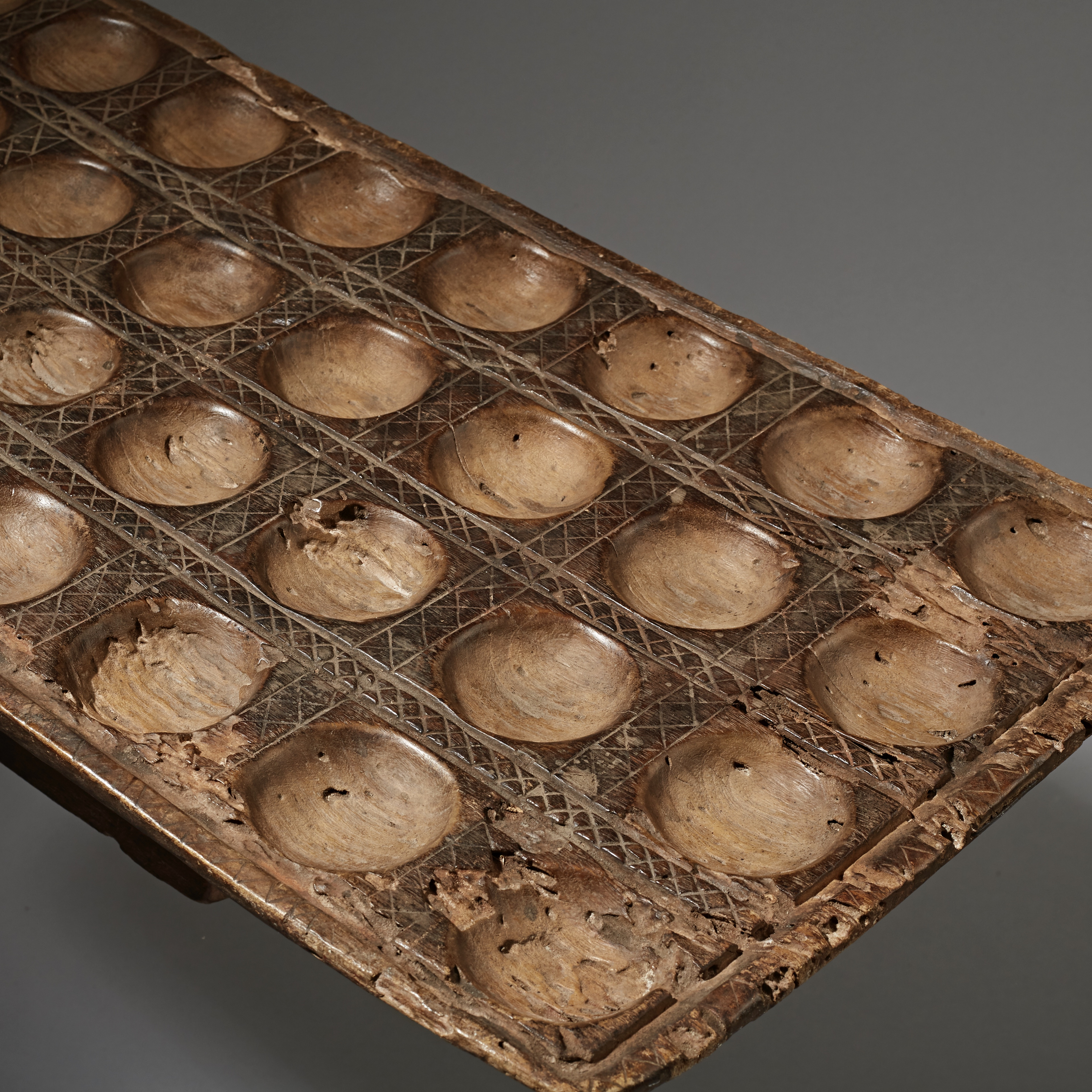 SD [ special deal ] A SUBSTANTIAL MANCALA GAMEBOARD FROM TANZANIA ( No 2357 )