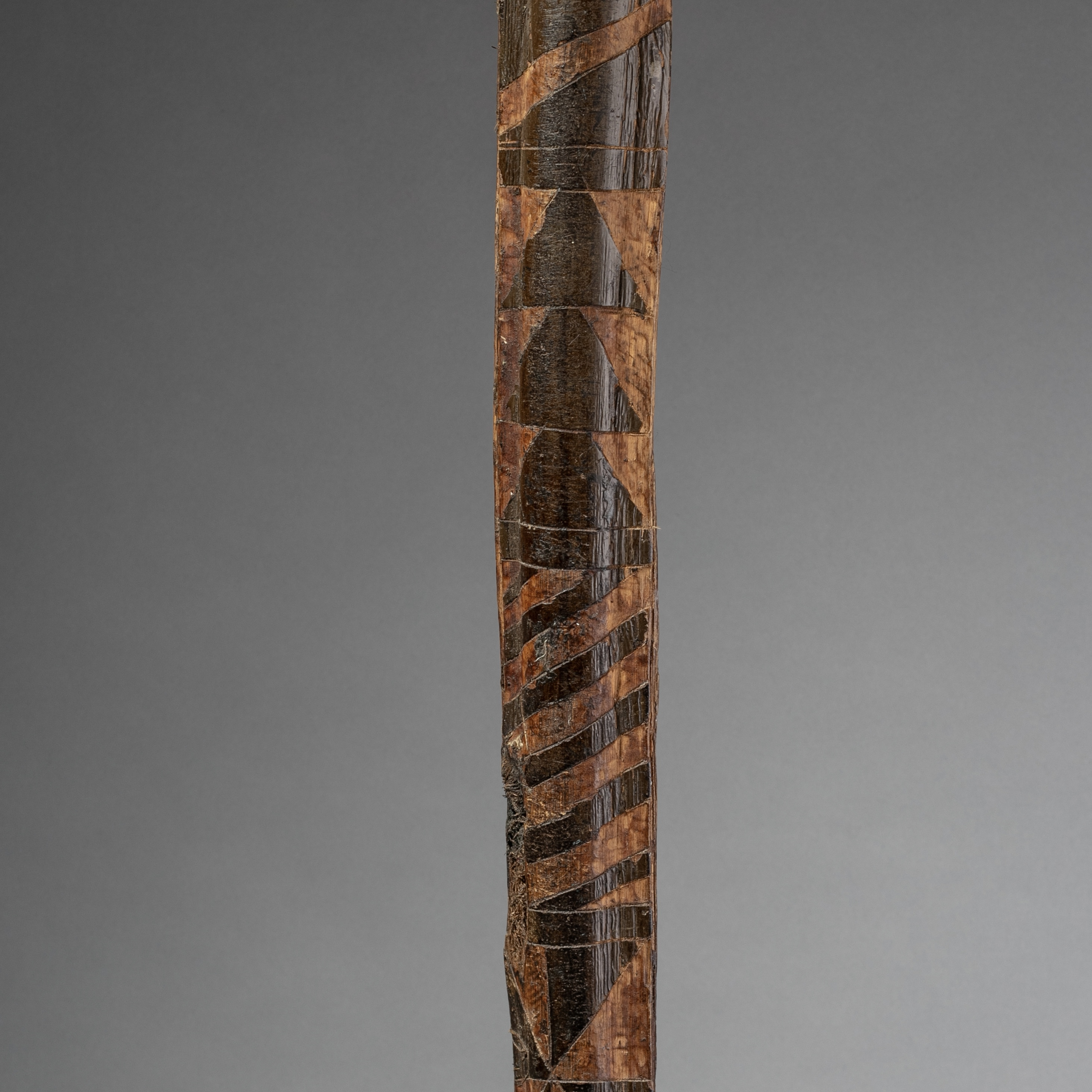 A 170CM GRAPHICALLY DECORATED   PALM FROND FROM   PNG ( No 1139 ).