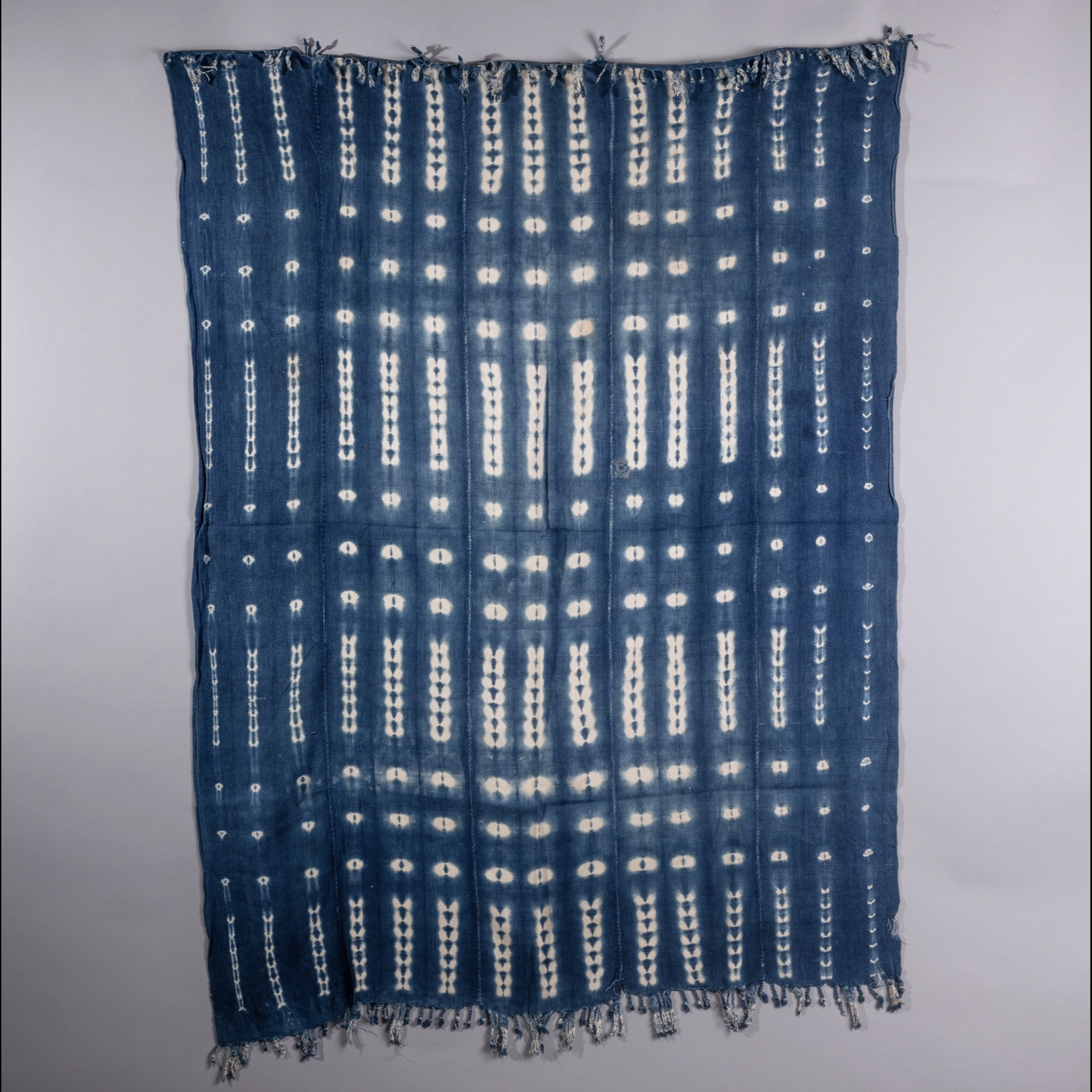A HARMONIOUS INDIGO CLOTH FROM MOSSI TRIBE BURKINA FASO ( No 1391 )