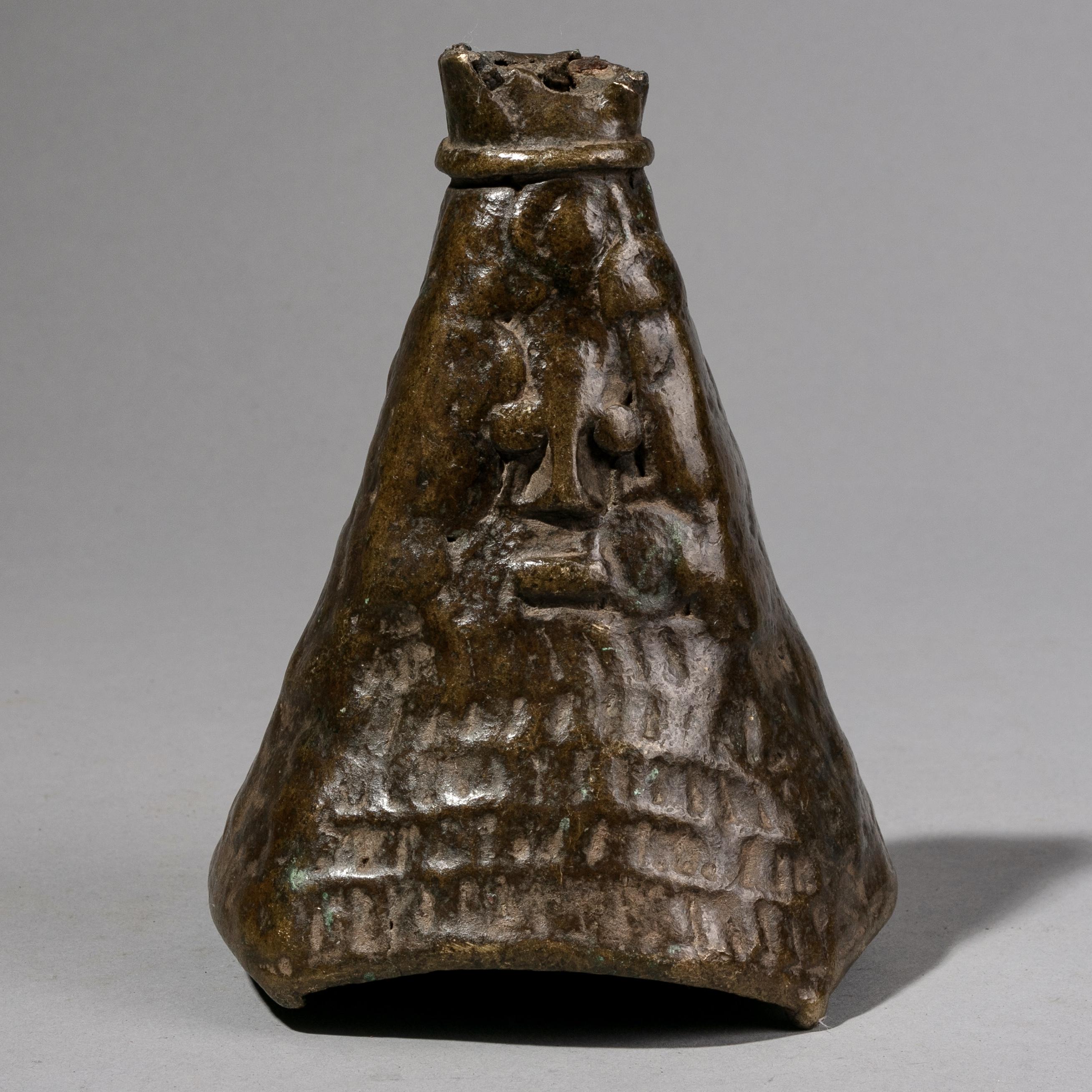 SD AN ANTIQUE YORUBA  DIVINATION BELL WITH BUTTERY FEEL, NIGERIA ( No 1203 )