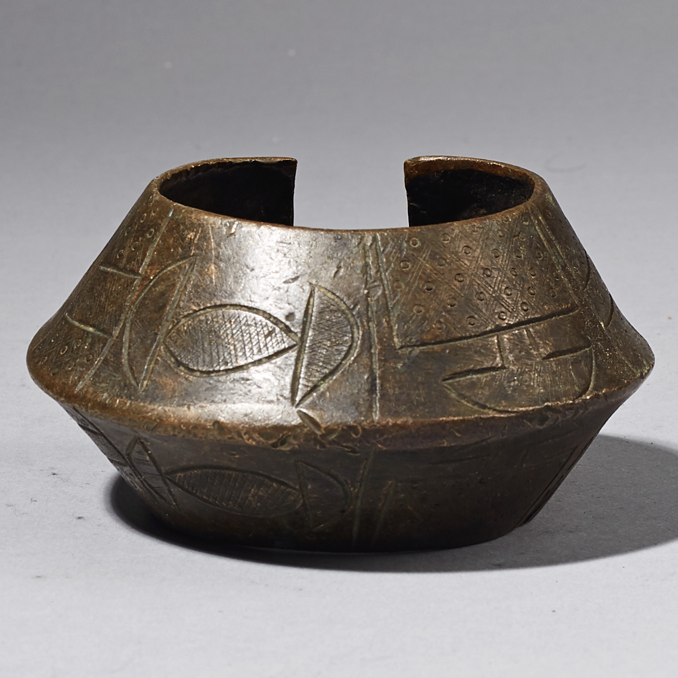 A SCULPTURAL NUPE CURRENCY BRACELET FROM NIGERIA ( No 2552 )