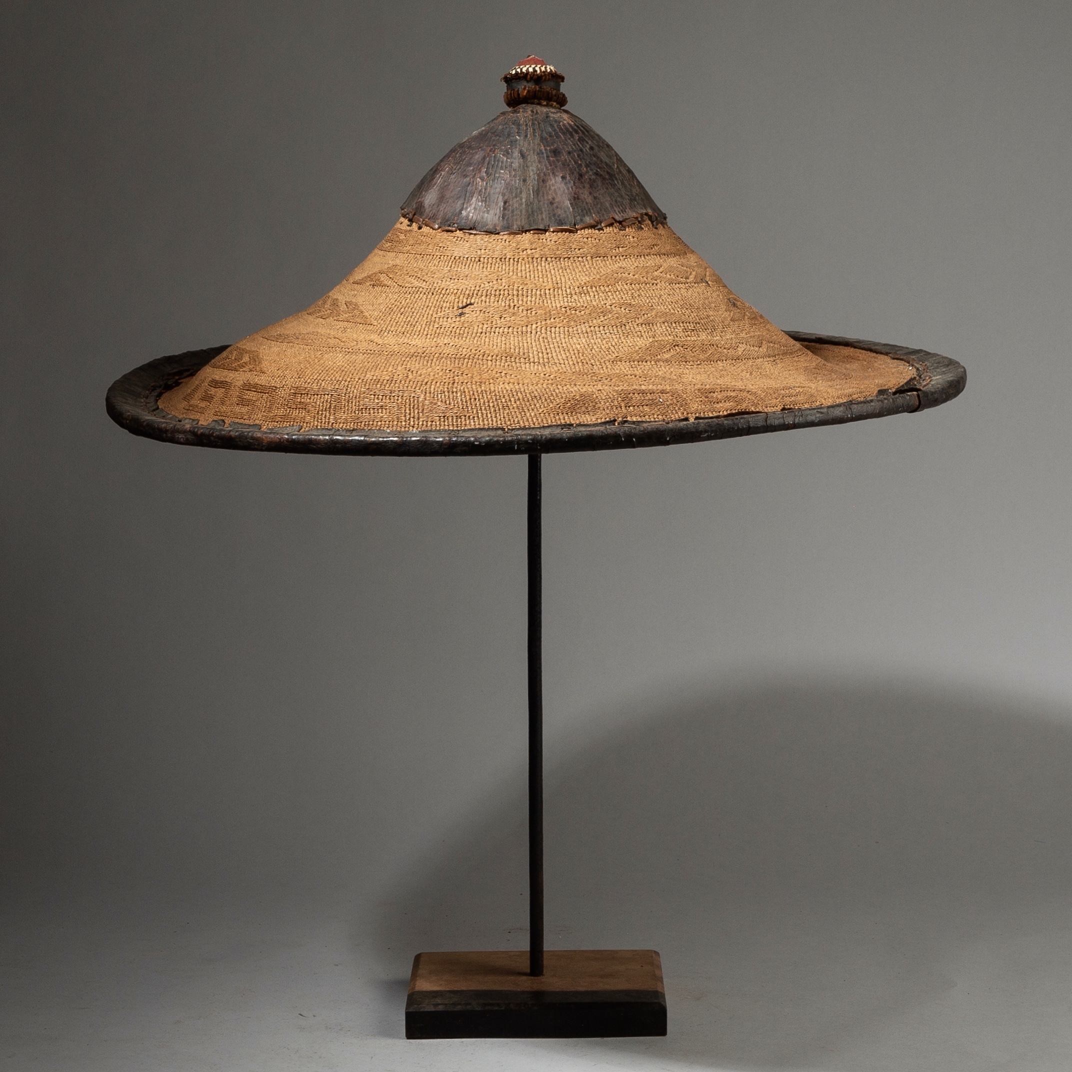SD A LARGE SAHARAN FIBRE +LEATHER HAT, WADAABE TRIBE NIGER ( No 2751 )