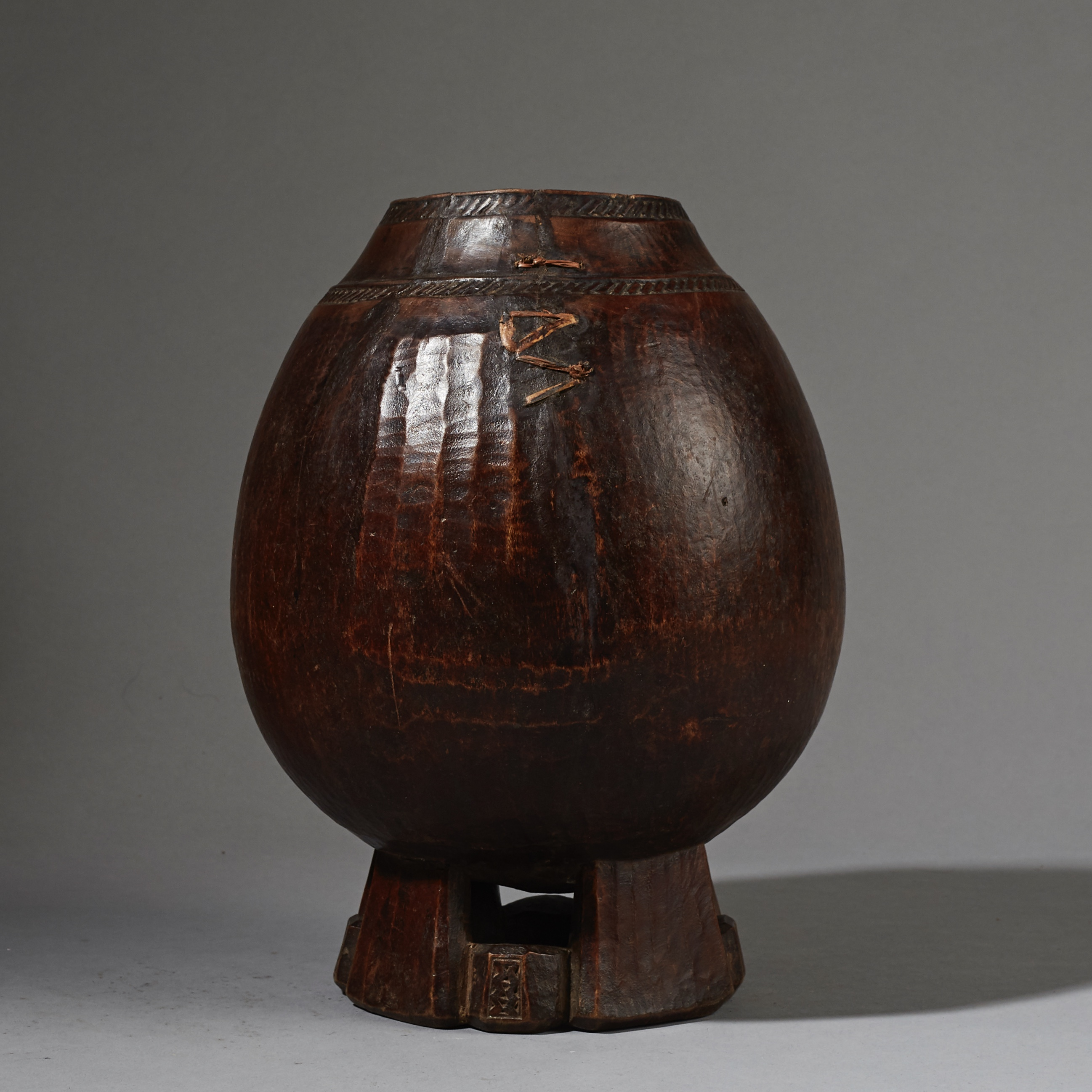 A BEAUTIFULLY FINE WOODEN VESSEL, ETHIOPIA ( No 2625 )