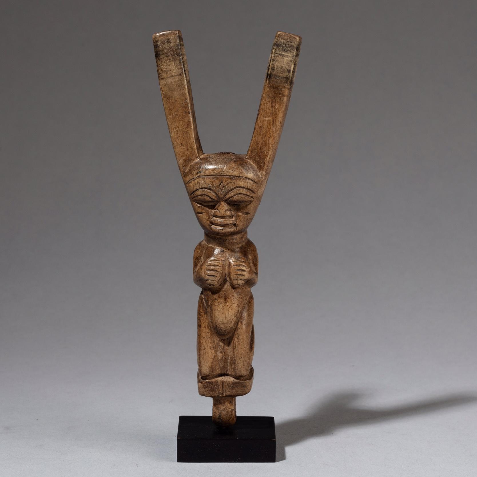 A TALL +ELABORATE FIGURATIVE CATAPULT FROM YORUBA TRIBE NIGERIA  ( No 3386 )