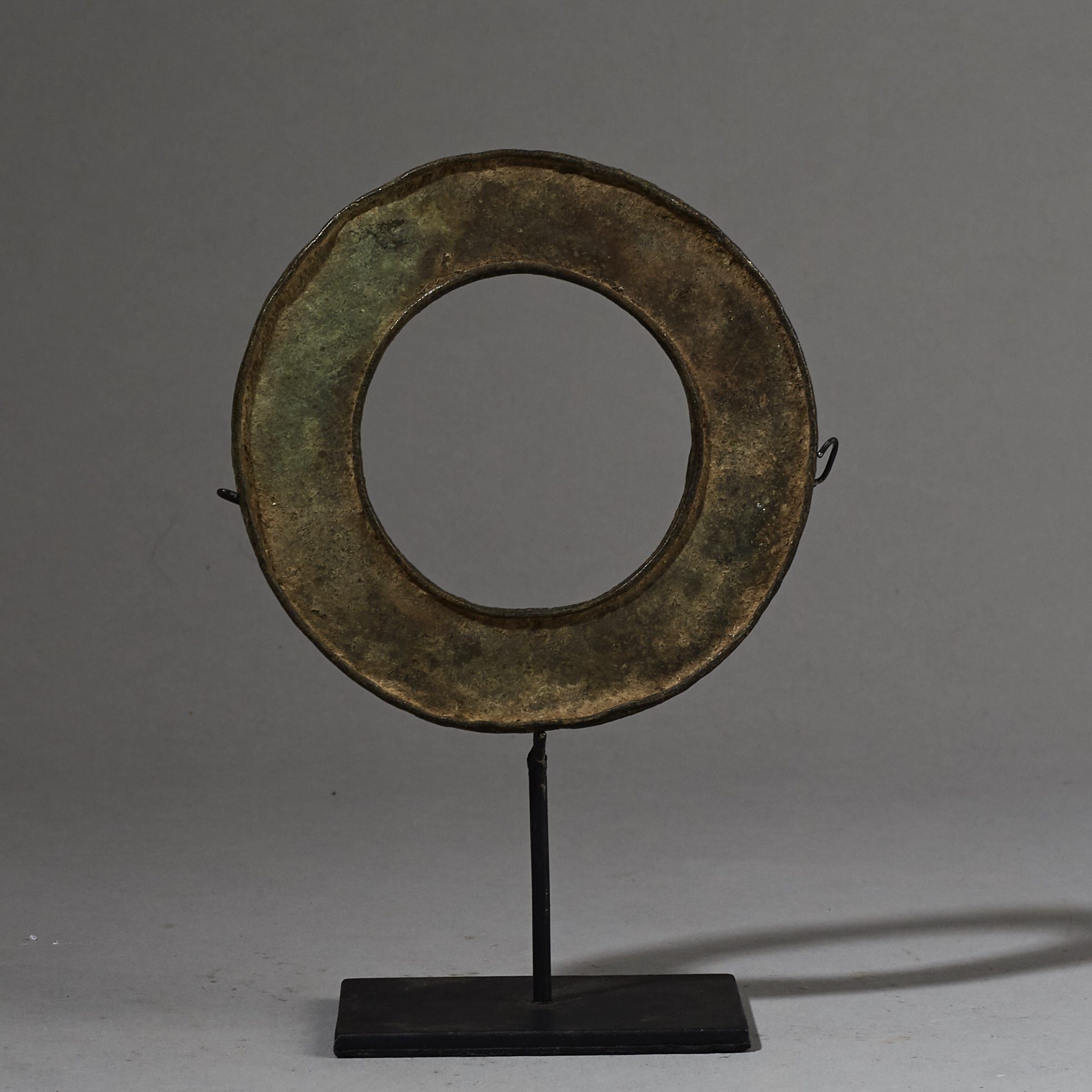 A LOVELY SIMPLE FORM BRONZE BRACELET FROM NORTHERN TOGO ( No 2626 )