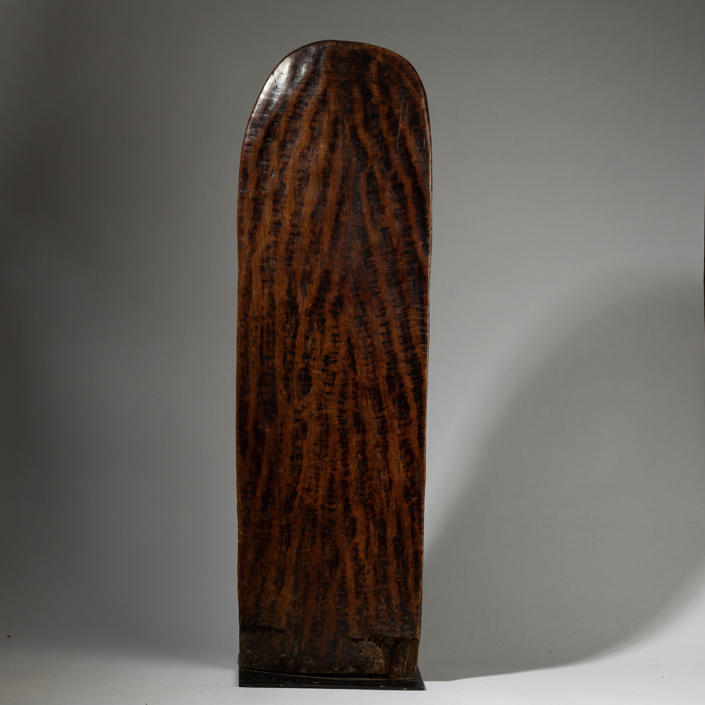 A WEIGHTY + WELL PATINATED GURAGE ROOM DIVIDER FROM ETHIOPIA ( No 2723 )