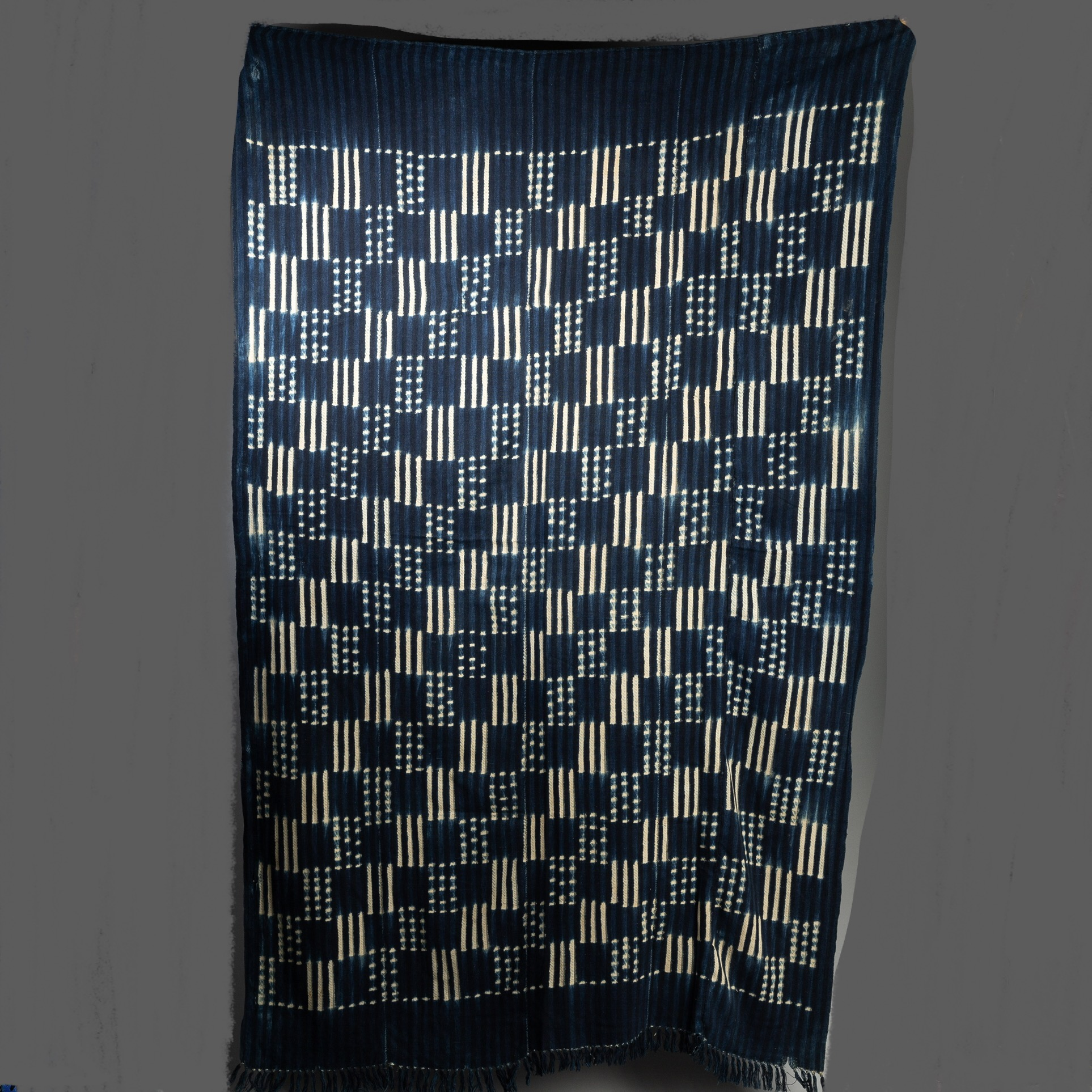 A GRAPHIC CHECK INDIGO CLOTH, BURKINA FASO ( No 3275 )