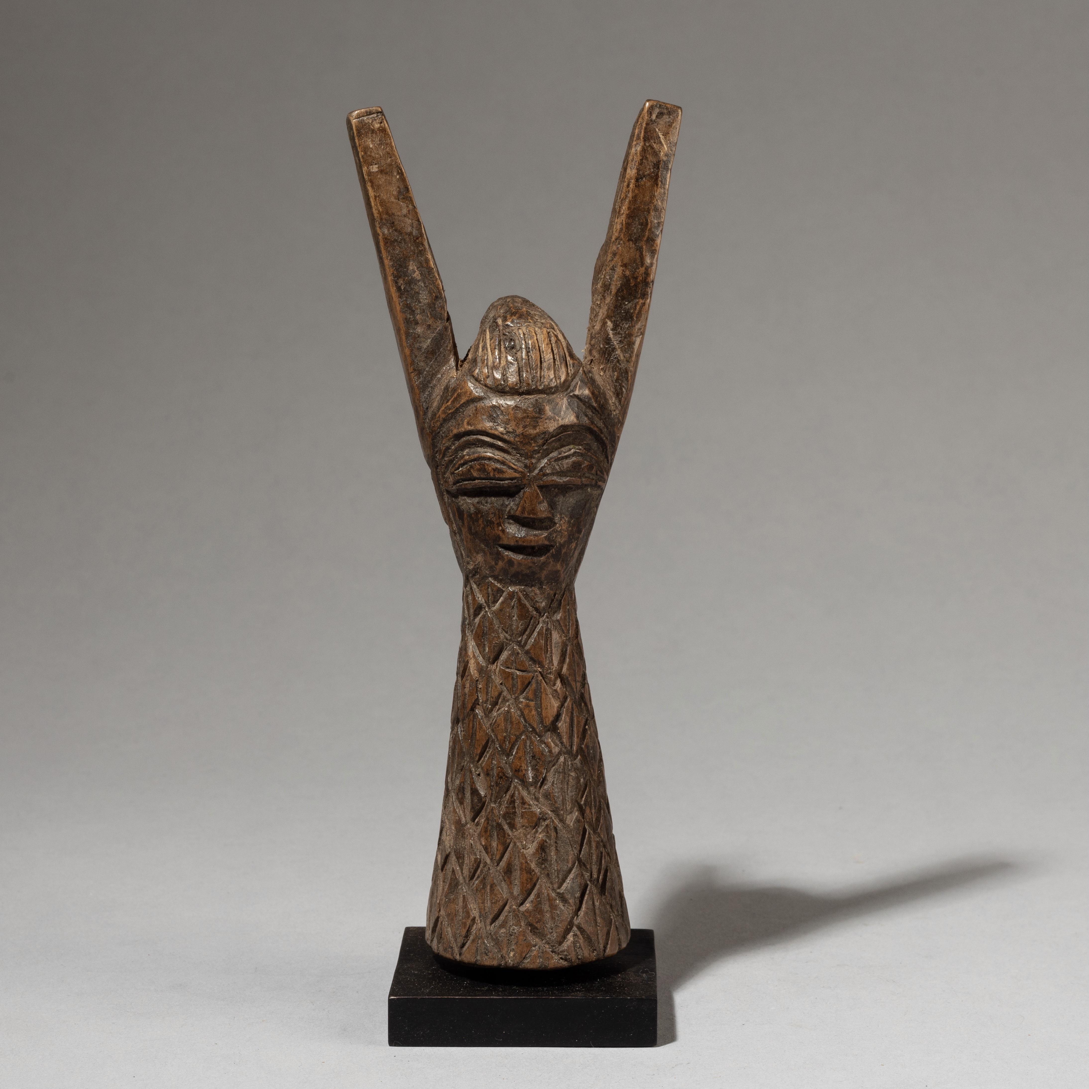 A LARGE, FINELY ENGRAVED YORUBA CATAPULT FROM NIGERIA ( No 3334 )