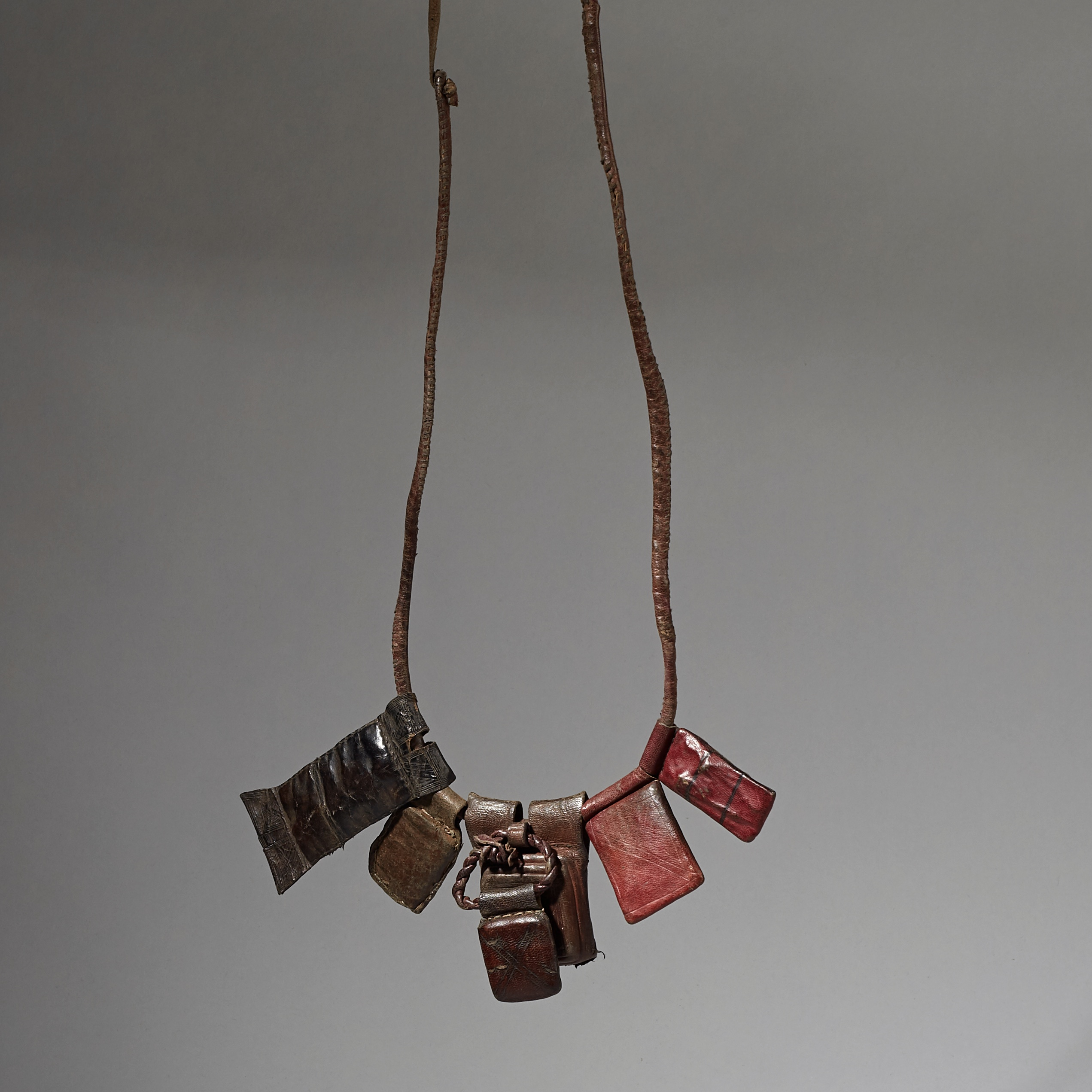 A LOVELY TUAREG LEATHER NECKLACE FROM NIGER ( No 3044 )