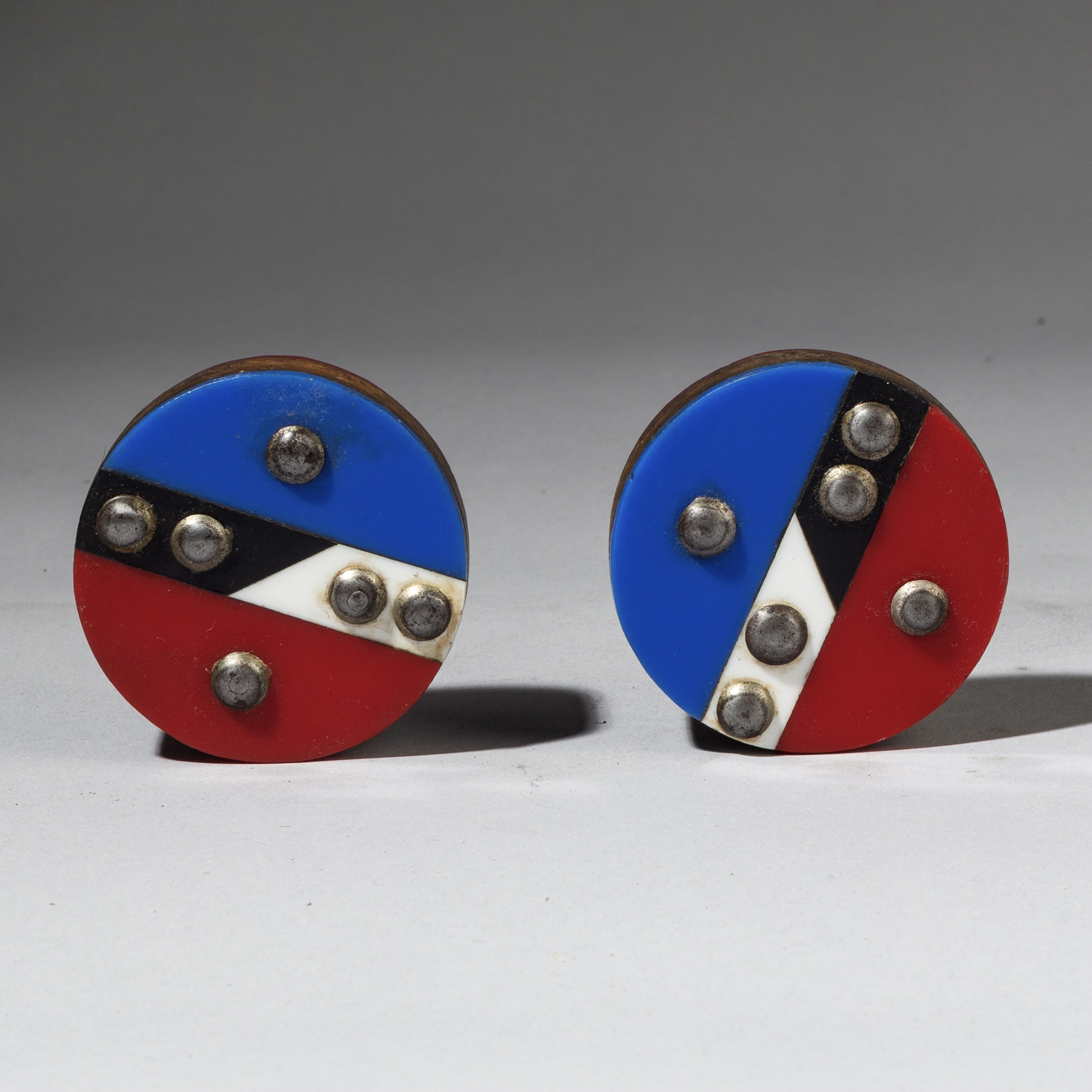 A GEOMETRIC PAIR OF ZULU EAR PLUGS FROM S AFRICA ( No 3106 )