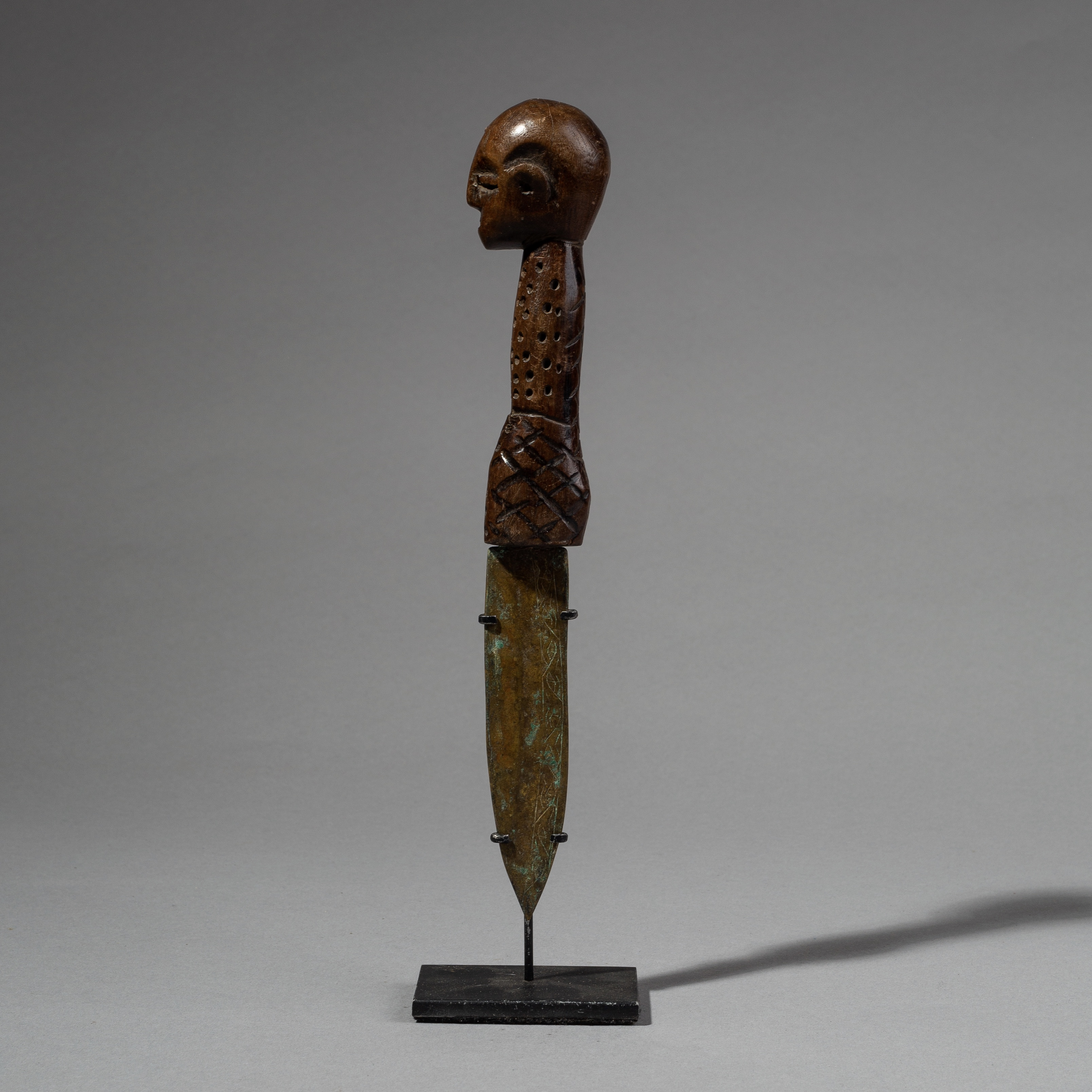 A REFINED FIGURATIVE KNIFE FROM THE LUBA TRIBE OF THE CONGO ( No 2273 )