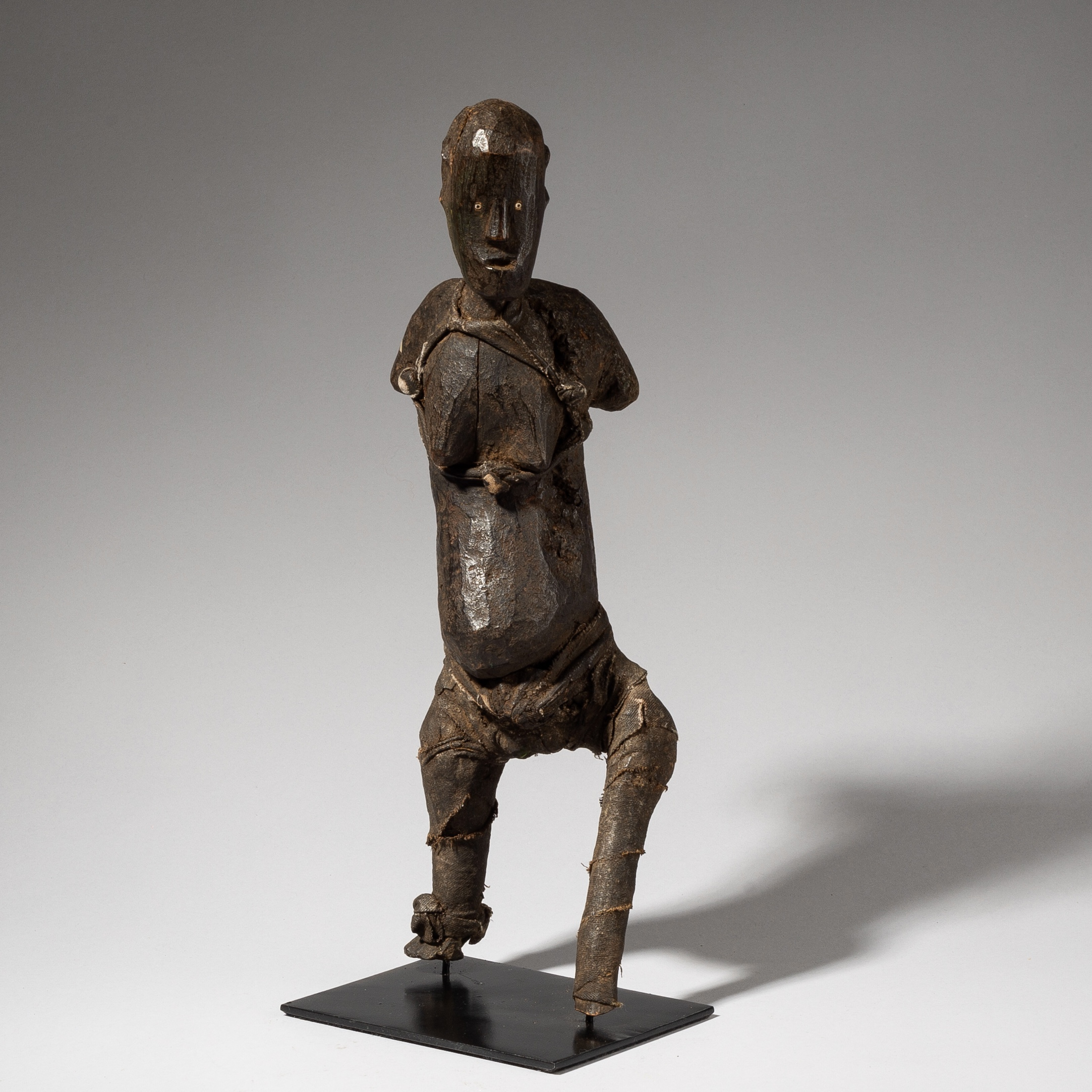 A SCULPTURAL PARE TRIBE STATUE FROM TANZANIA ( No 3705)