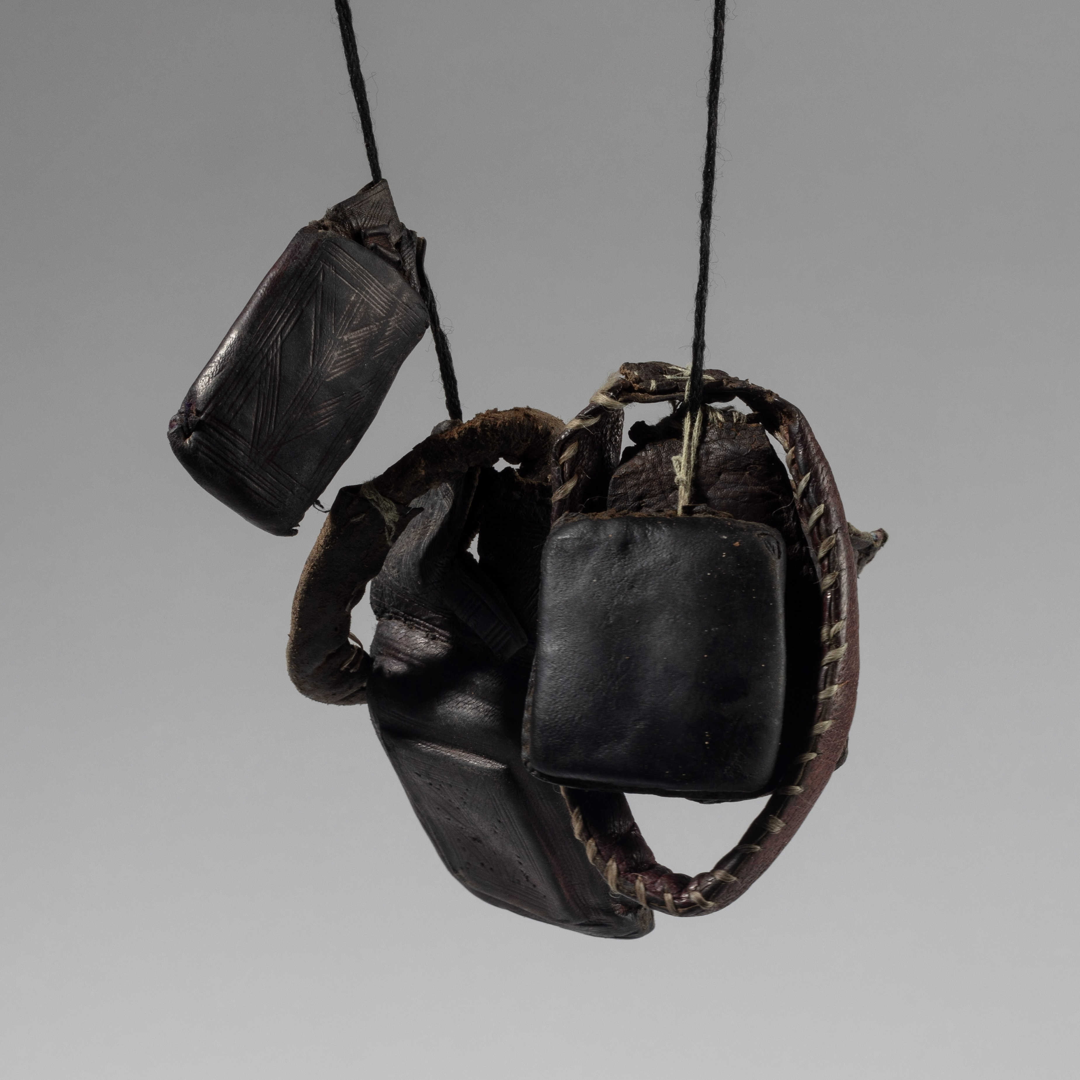 A MIXED TUAREG NECKLACE WITH PROTECTIVE CHARMS, NIGER ( No 4291)