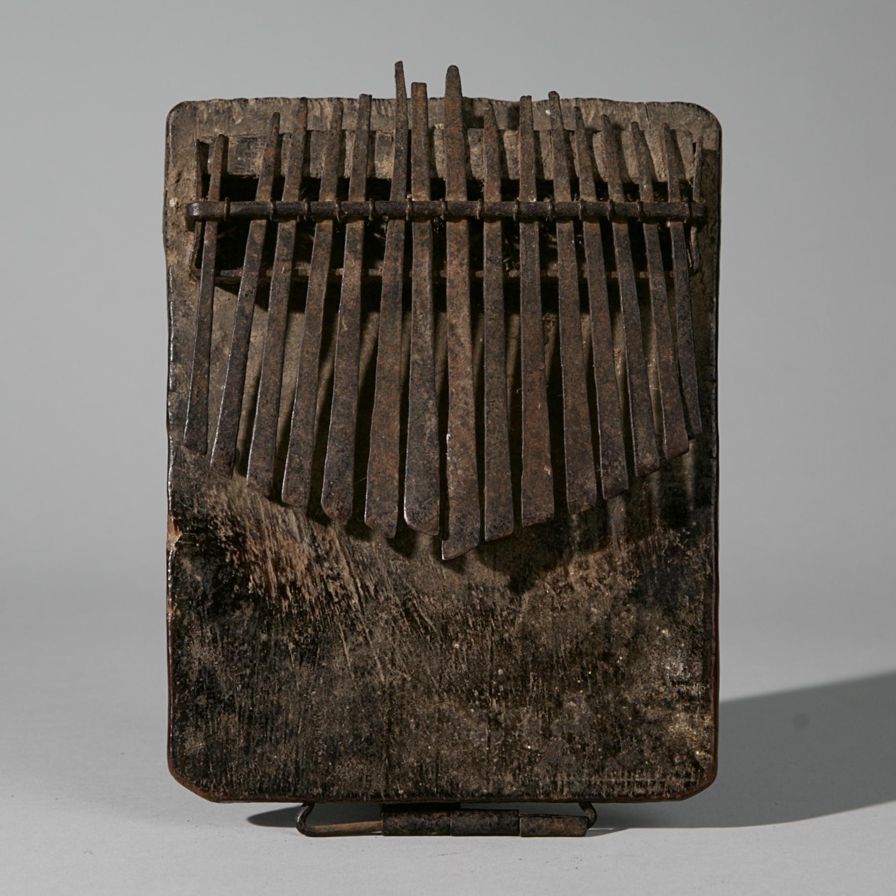 AN OLD THUMB PIANO, CHOKWE TRIBE  ANGOLA  ( No 3988 )