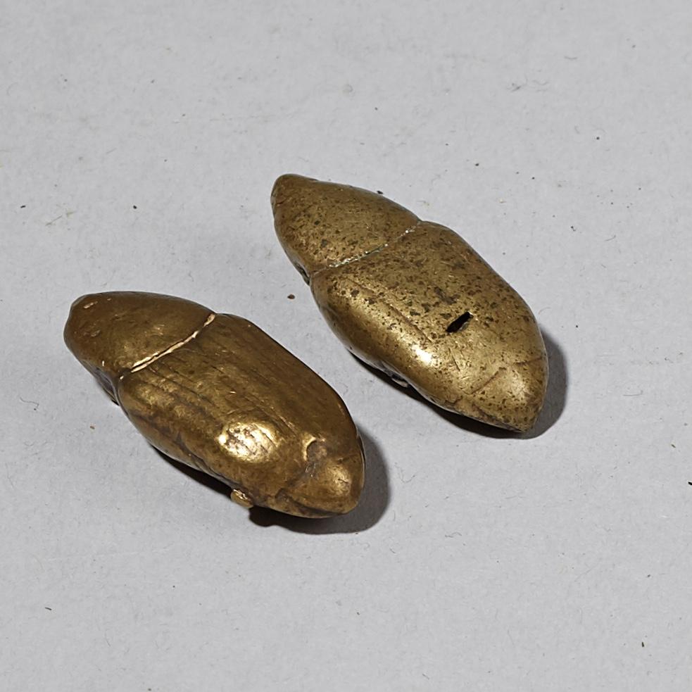 2 NATURAL CAST BEETLE AKAN GOLD WEIGHTS ( No 3287 )