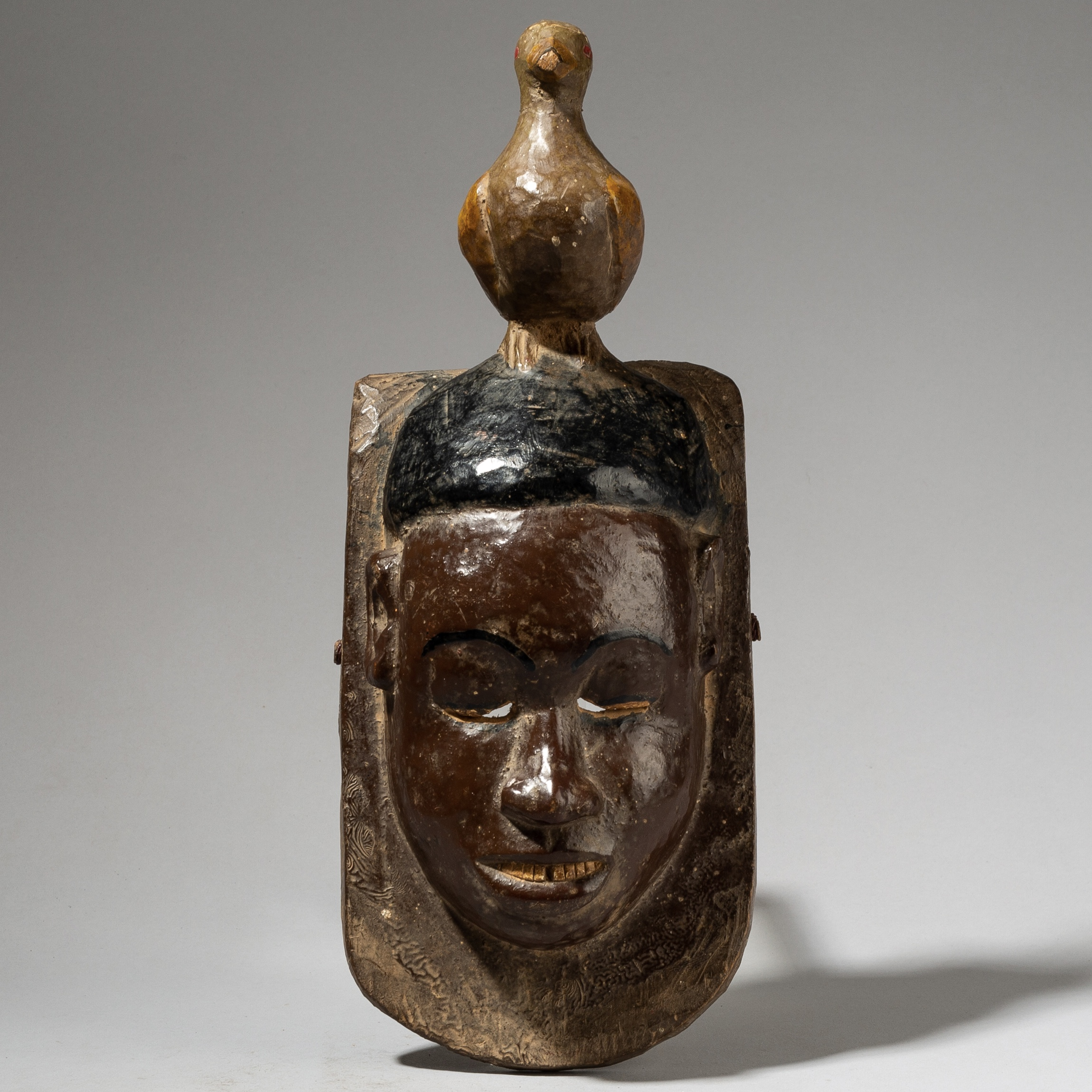 A HUMANISTIC MASK FROM THE GURO TRIBE IVORY COAST ( No 4018 )