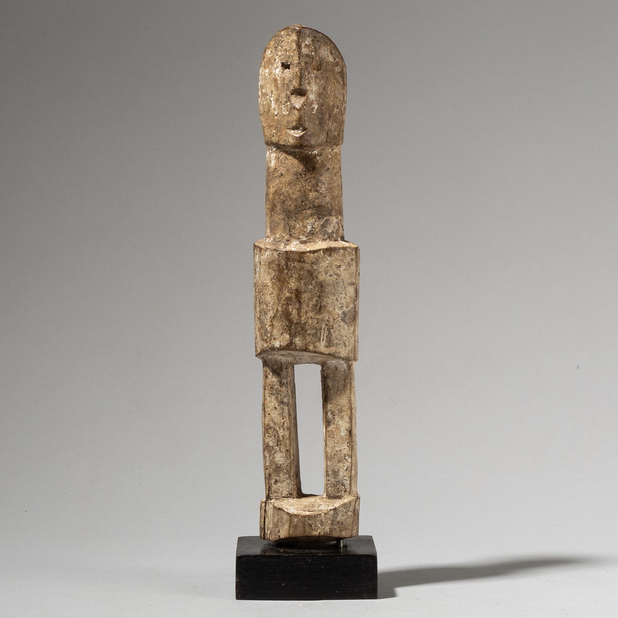 A TALL GENTLEMANLY ANCESTOR FIGURE FROM GHANA W AFRICA( No 4102)