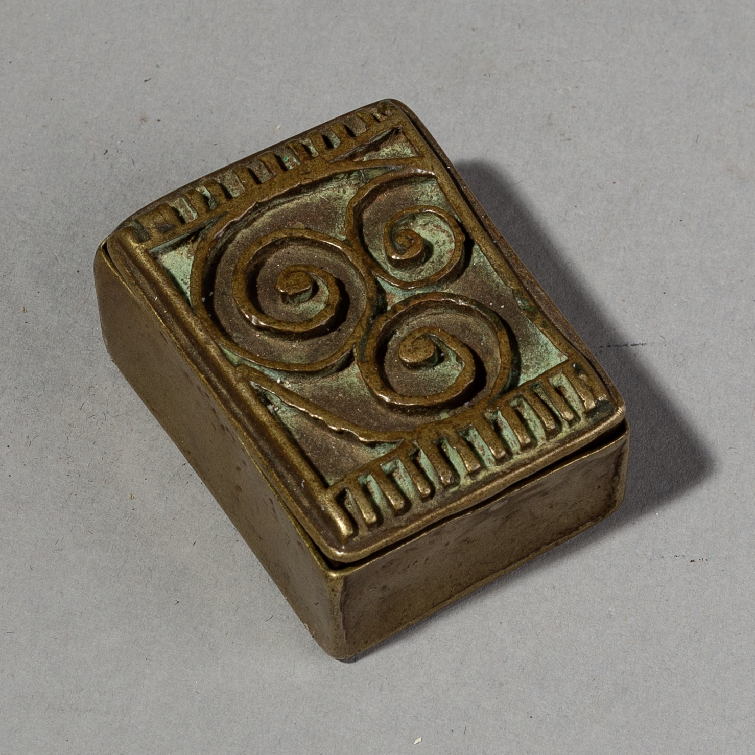 A FINE BAULE 19THC AKAN GOLD DUST BOX FROM THE AFRICAN GOLD COAST ( No 1844 )