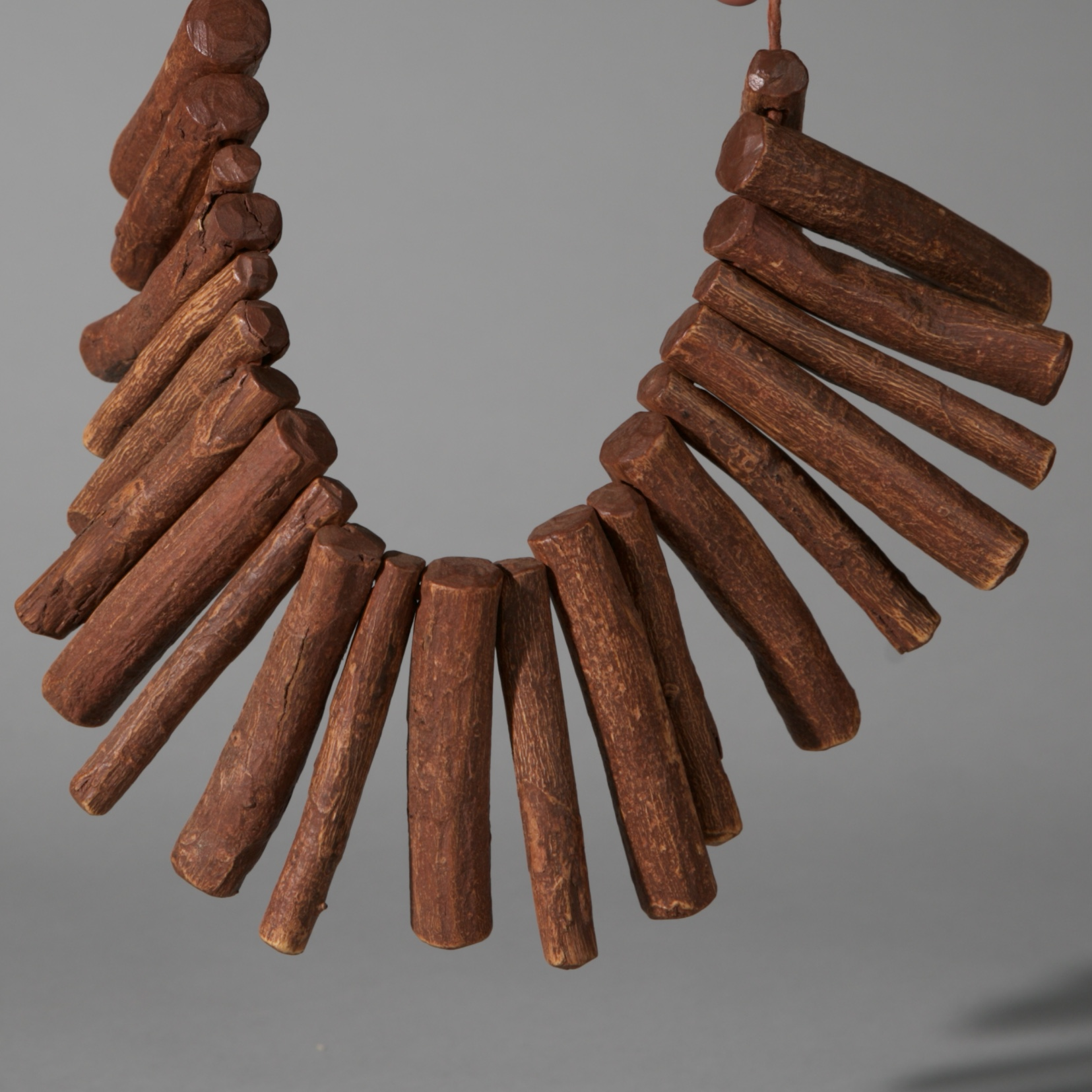 AN EARTHY SANGOMA CHARM NECKLACE, ZULU TRIBE SOUTH AFRICA ( No 3918 )