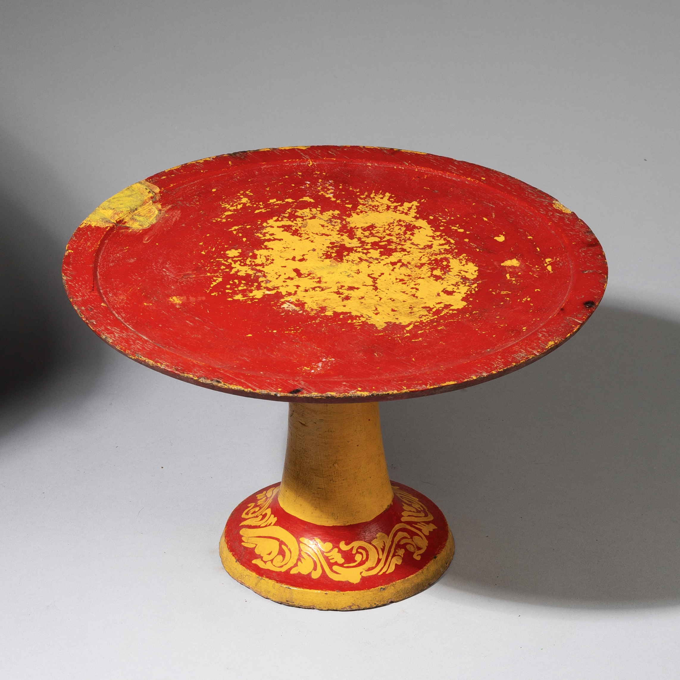 SD A REALLY STRIKING TABLE FROM INDONESIA ( No 3234 )