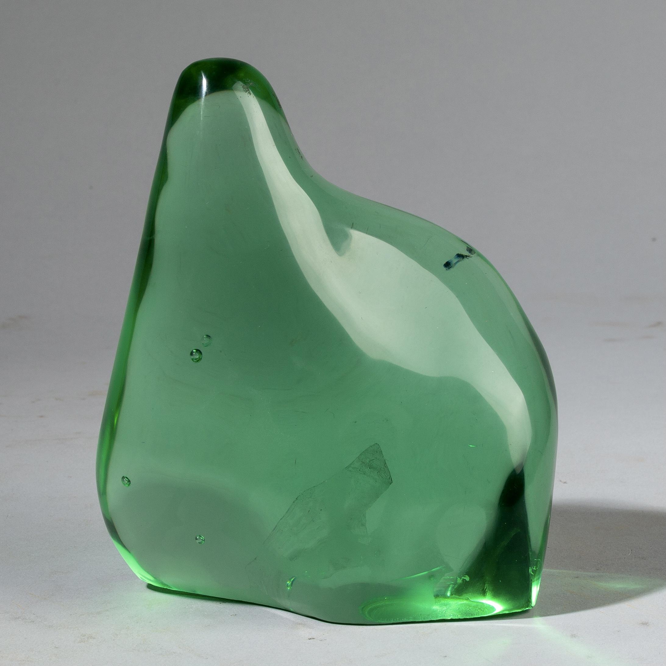 A CURVY EMERALD GREEN NATURAL GLASS SCULPTURE ( No 3179 )
