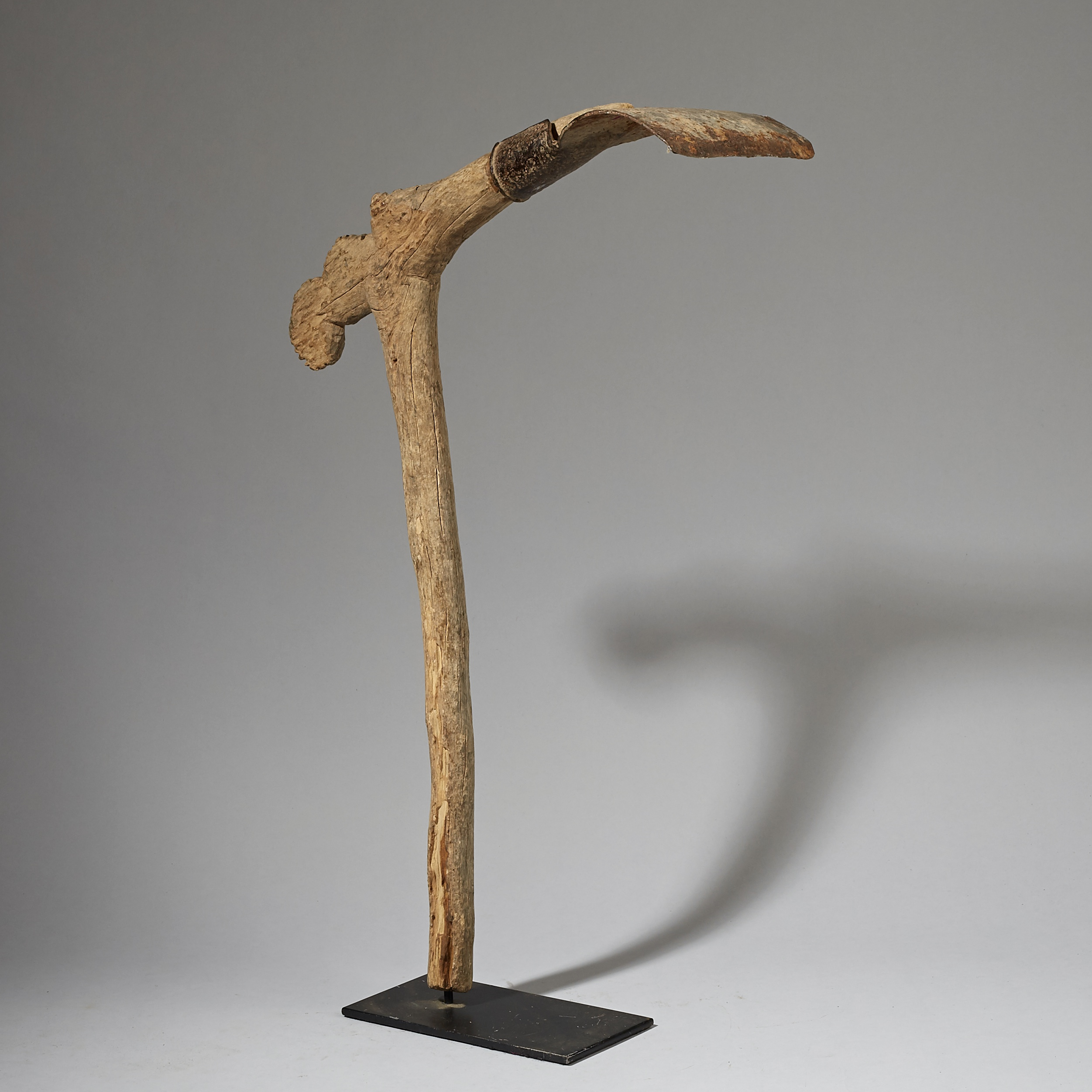 A WEATHERED MOSSI  FIGURATIVE HOE FROM BURKINA FASO ( No 2919 )
