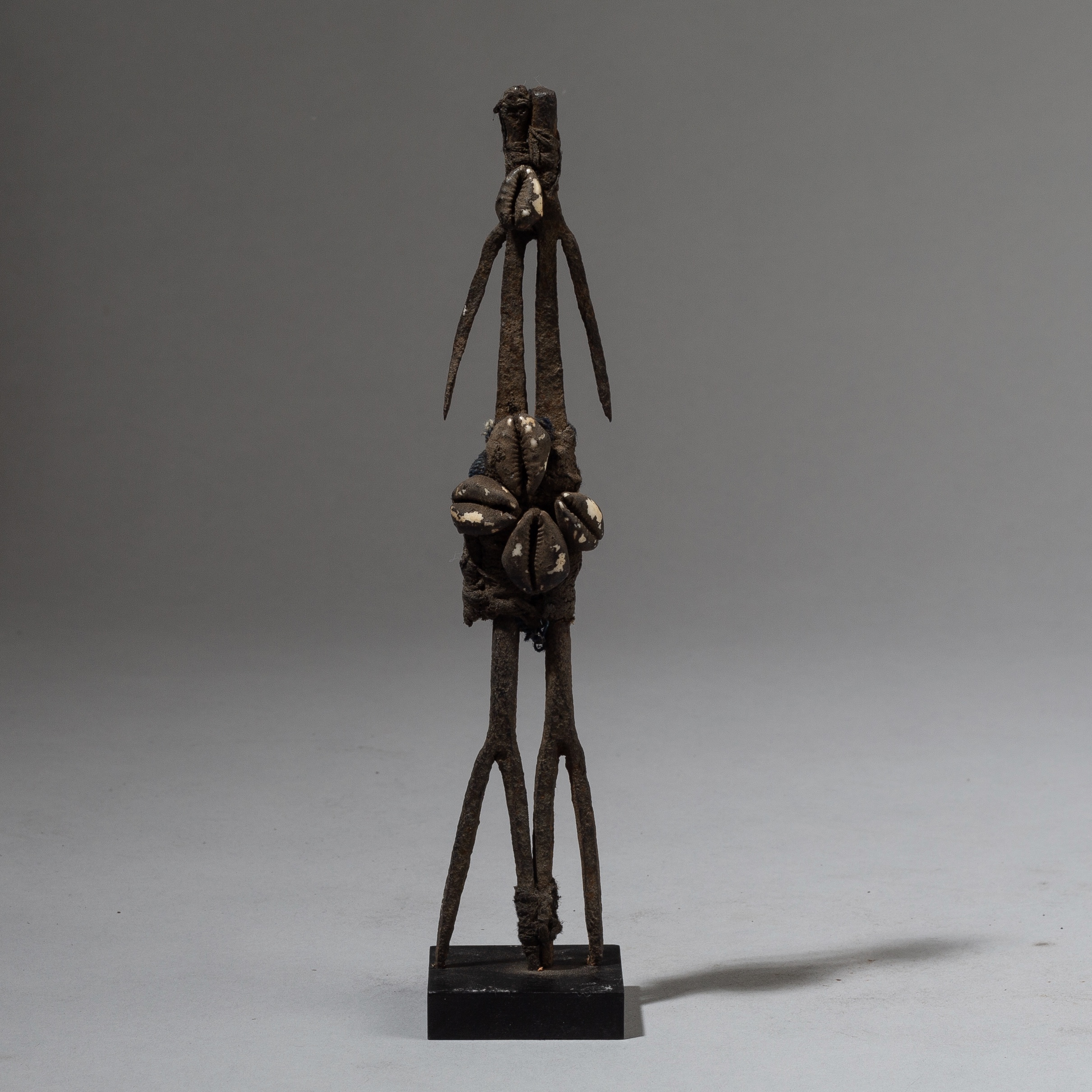 A SUPER STYLISED IRON ALTAR FIGURE, MOBA TRIBE OF TOGO ( No 2439 )