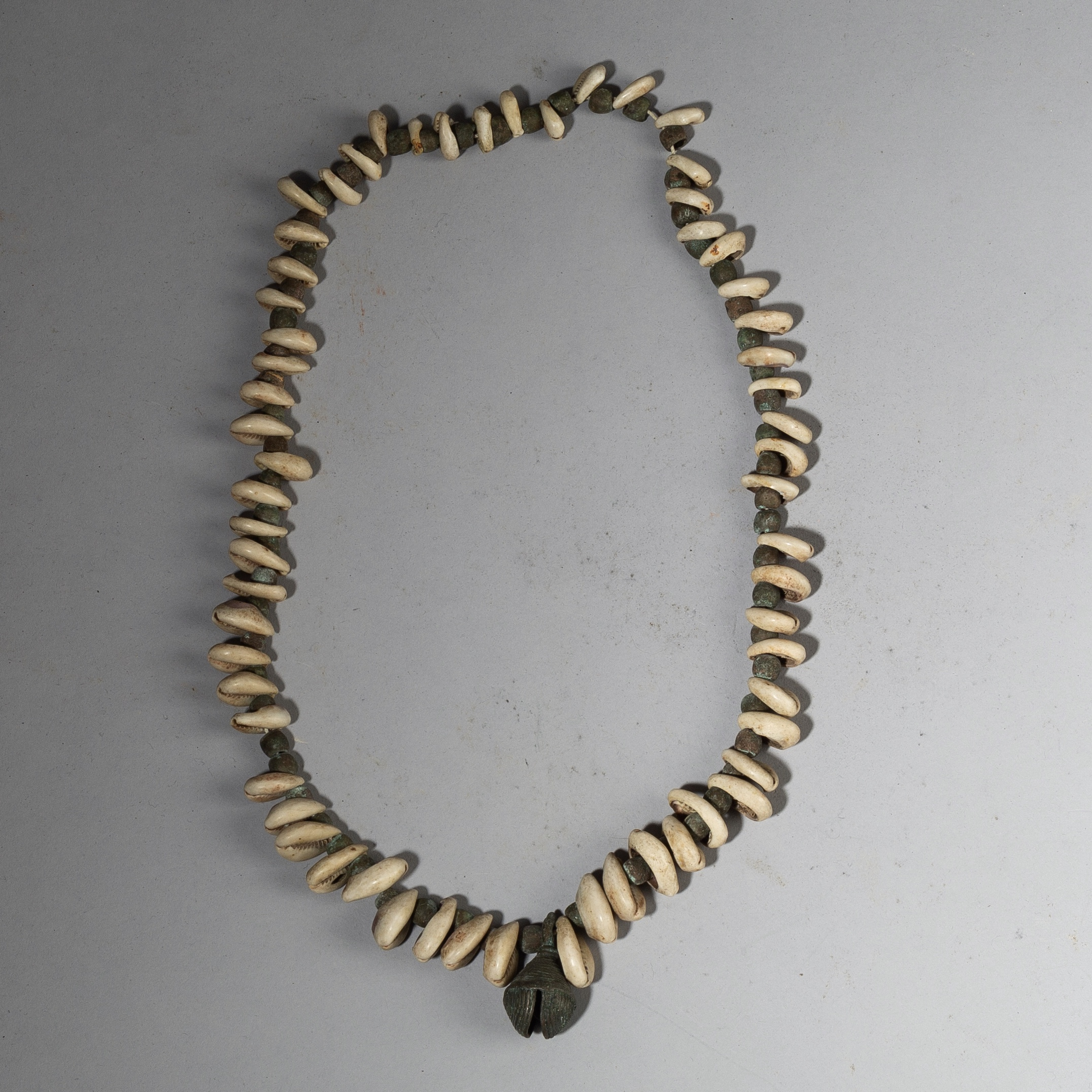 A TRADITIONAL COWRIE SHELL + BRONZE BEAD NECKLACE FROM YORUBE TRIBE NIGERIA ( No 2951 )