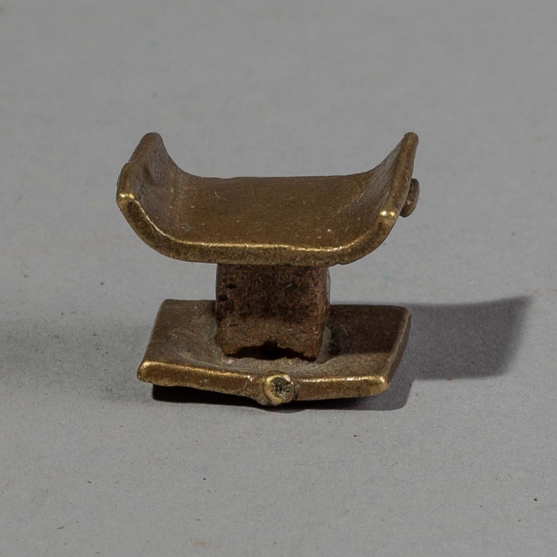 A QUAINT 19THC AKAN STOOL GOLD WEIGHT ( No 1845 )