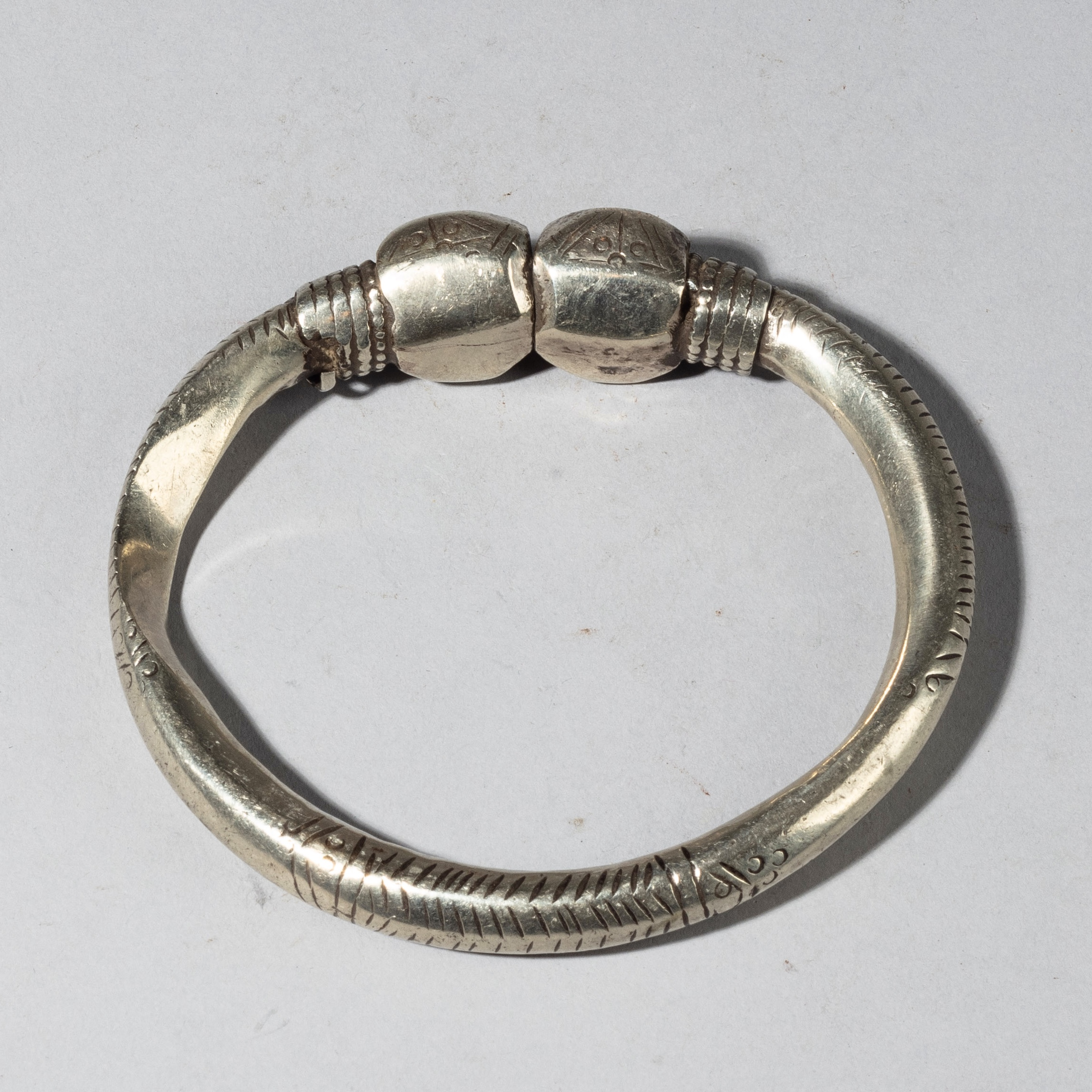 A 19THC SILVER ANKLET FROM ETHIOPIA WITH EXCELLENT WEAR, E. AFRICA ( No 4348)
