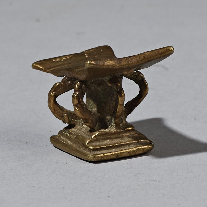 A NICE 19THC AKAN STOOL GOLD WEIGHT ( No 2591 )