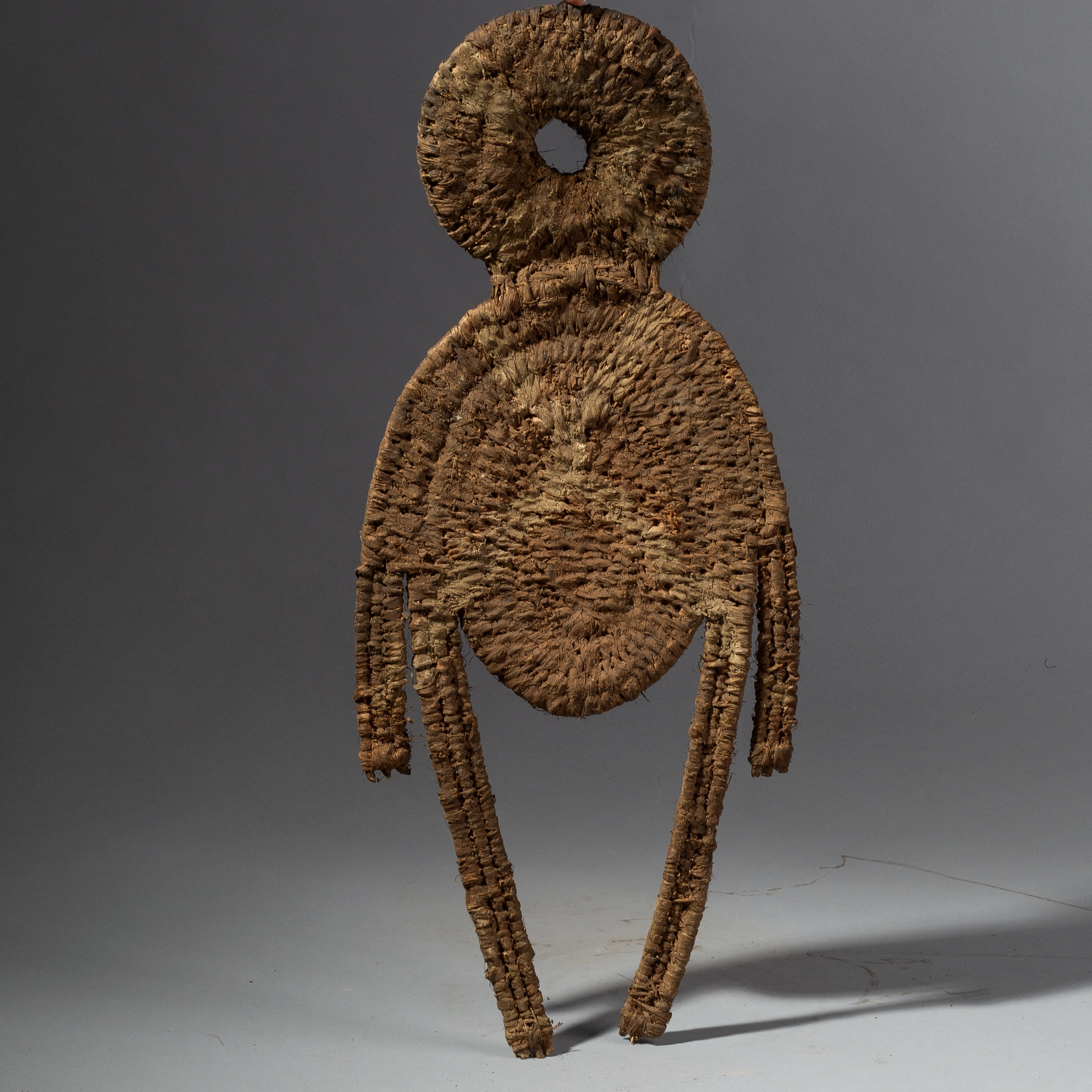 SD A GRAPHIC WOVEN SPIRIT FIGURE FROM PAPUA NEW GUINEA ( No 1862 )