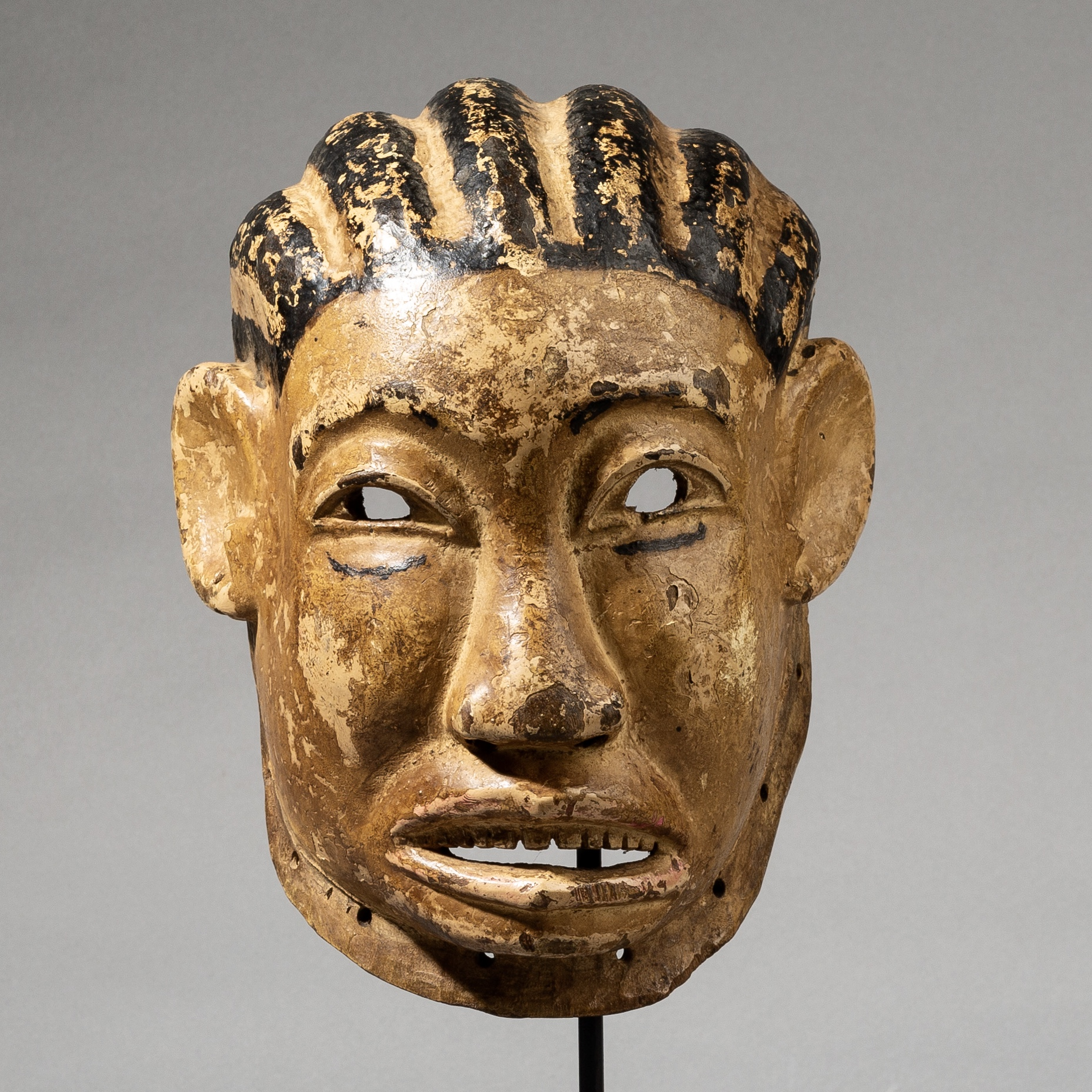A CHARACTERFUL MAKONDE TRIBE MASK, MOZAMBIQUE, AFRICA ( No 3554)