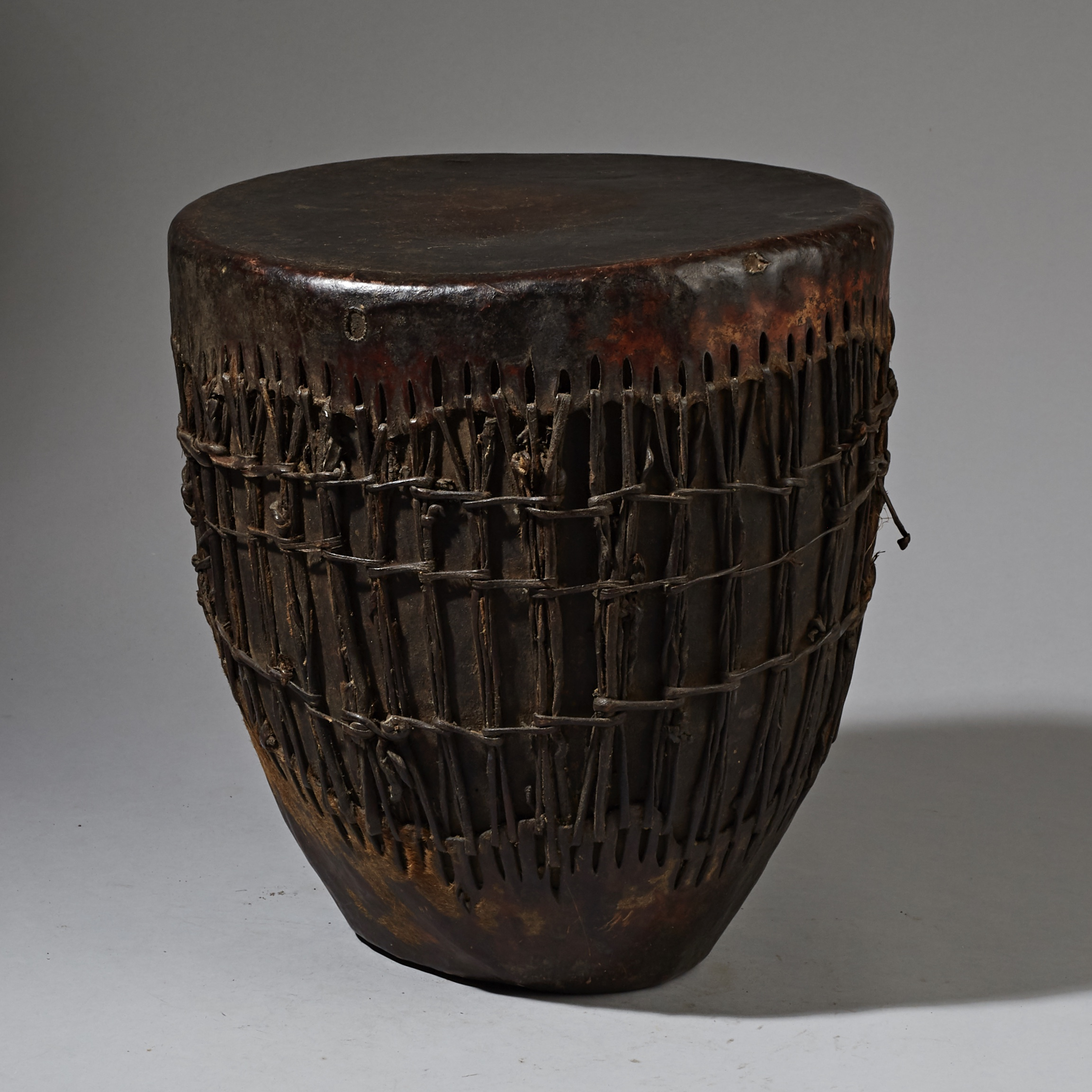 SD A LARGE ETHIOPIAN DRUM WITH SINEW STITCHING  ( No 3272 )