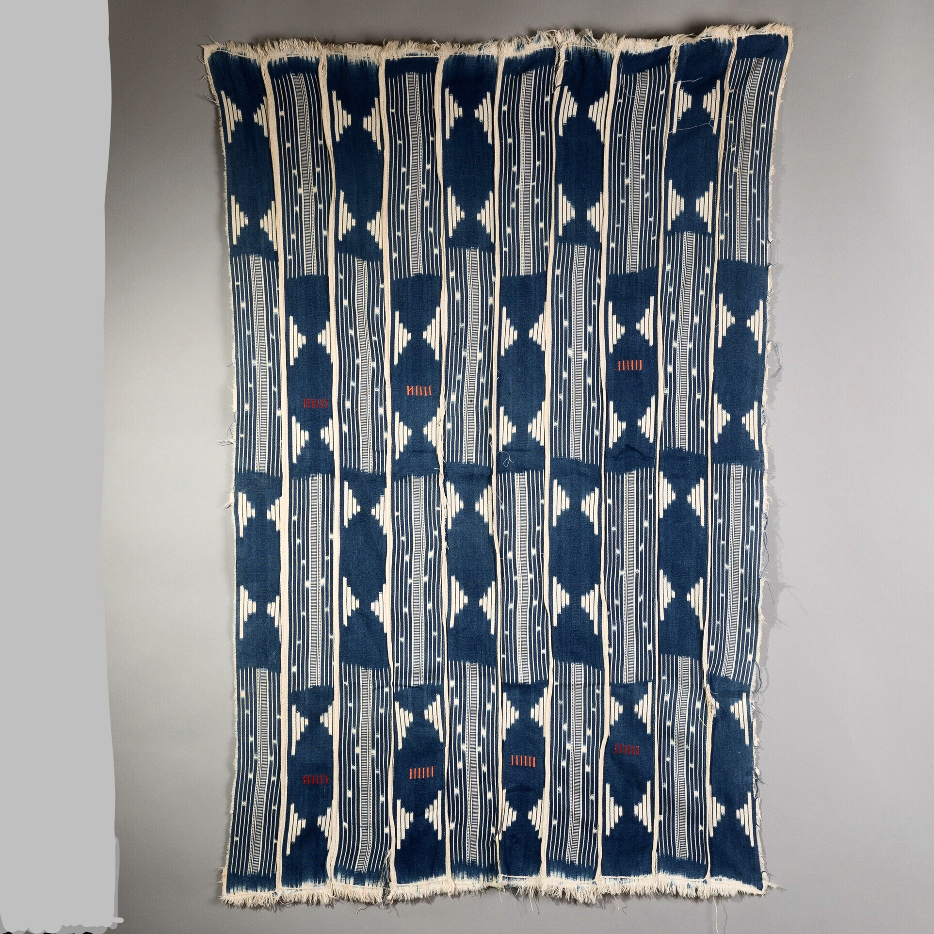 ( RESERVED DO )-Sold  -AN INTERESTING CLOTH FROM BURKINA FASO ( No 2102 )