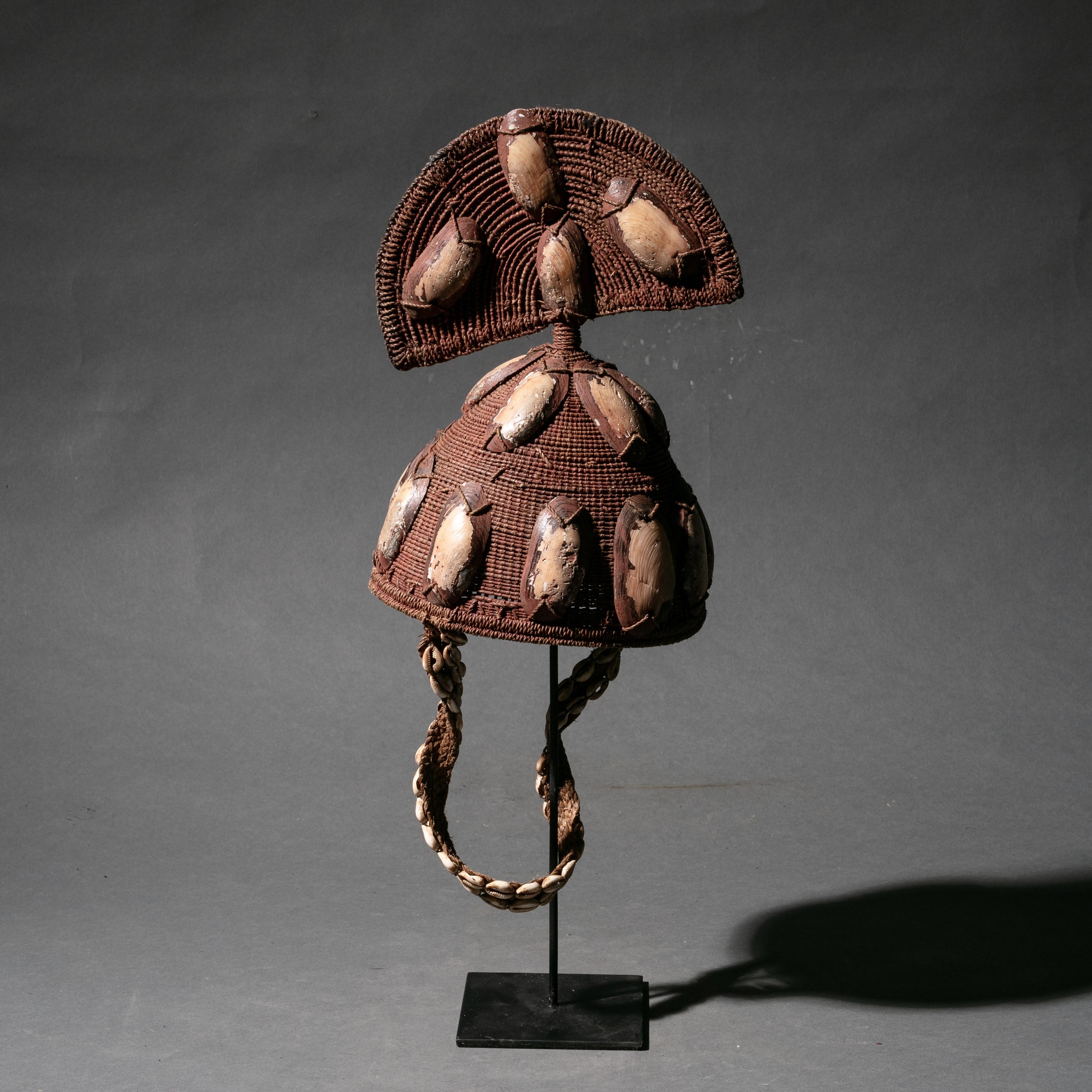 A SHELL COVERED LEGA HAT CONGO ( No 874 )
