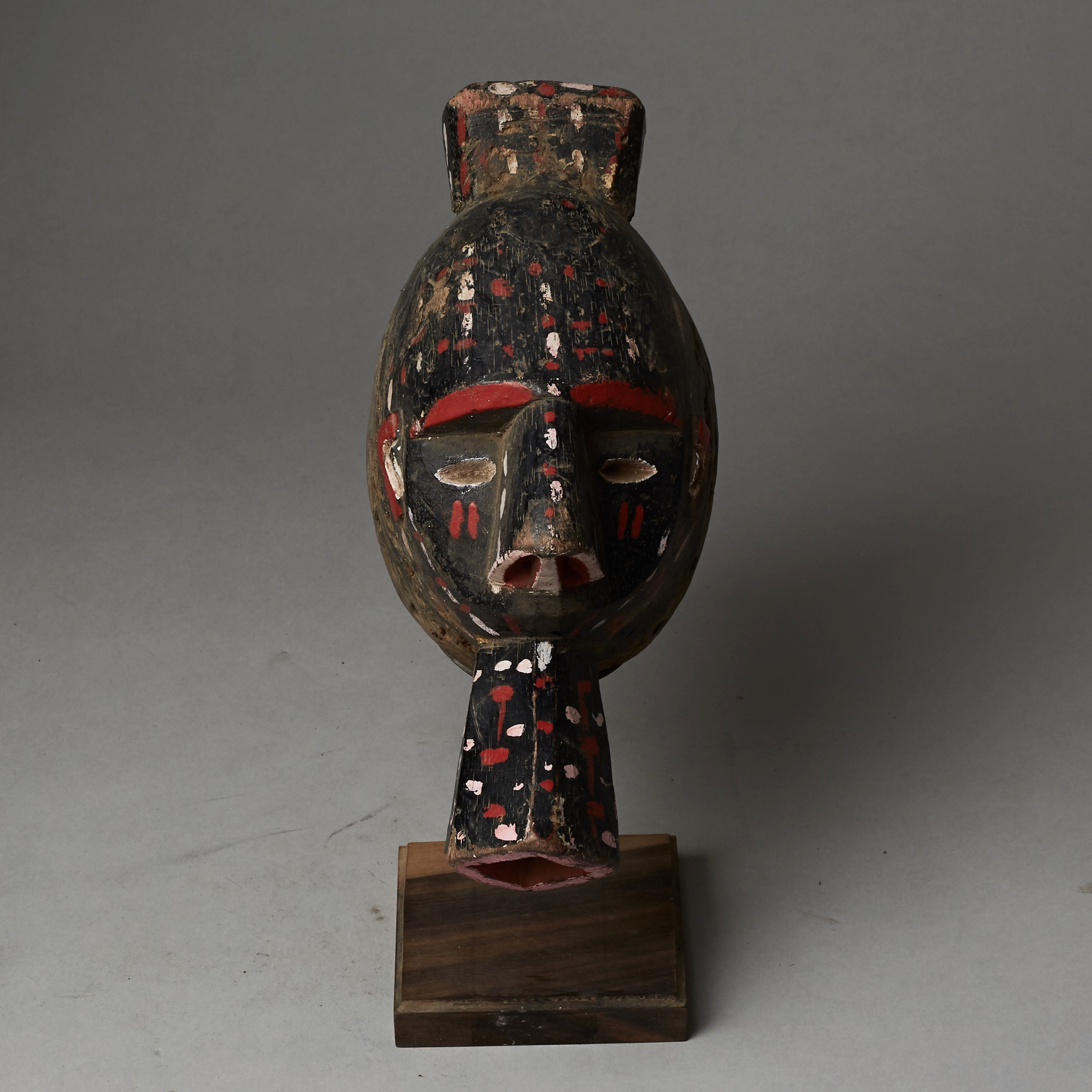 A STRIKING POLYCHROME MASK FROM NIGERIA ( No 2574 )