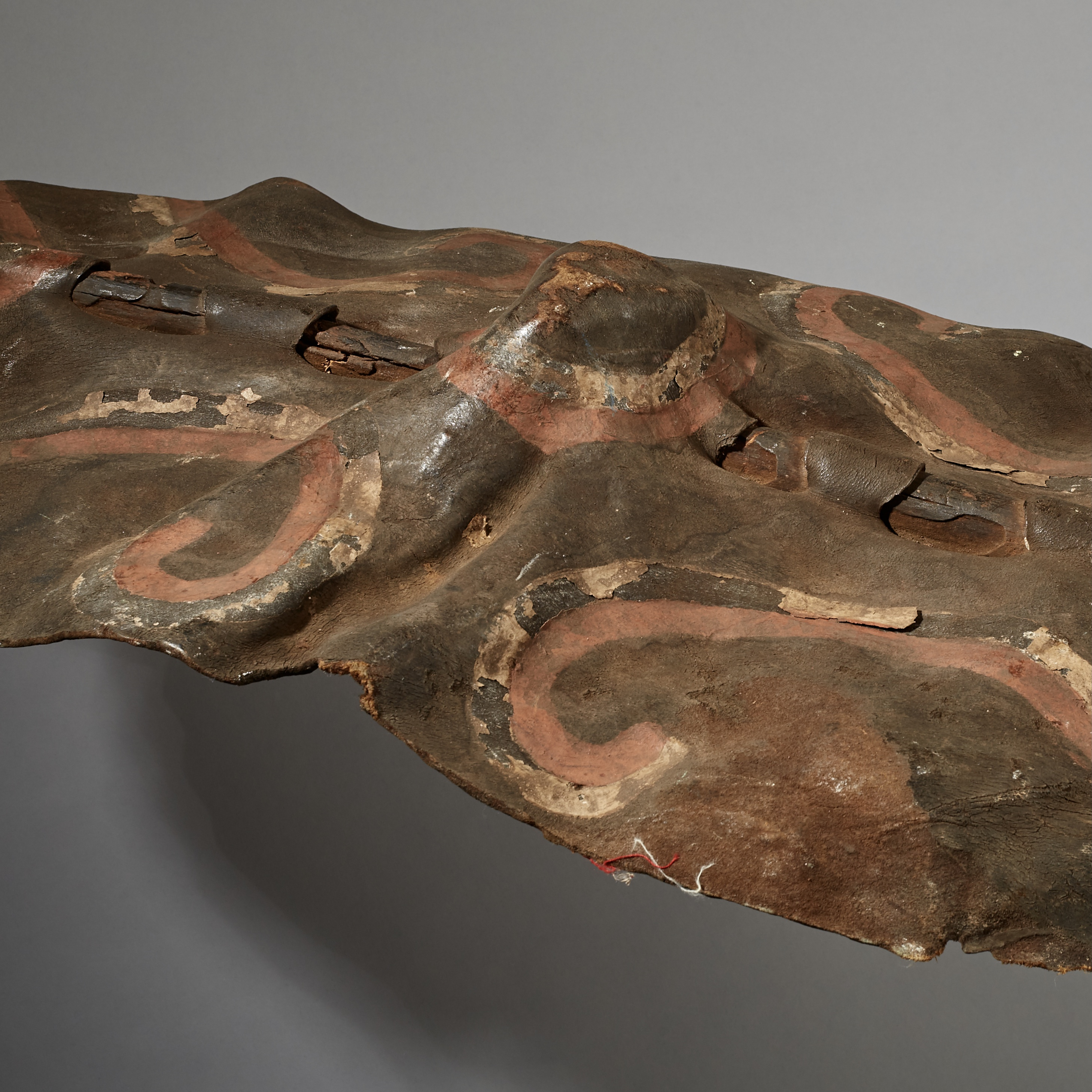 A SCULPTURALLY WAVY LEATHER SHIELD FROM DINKA TRIBE OF SUDAN ( No 3070 )