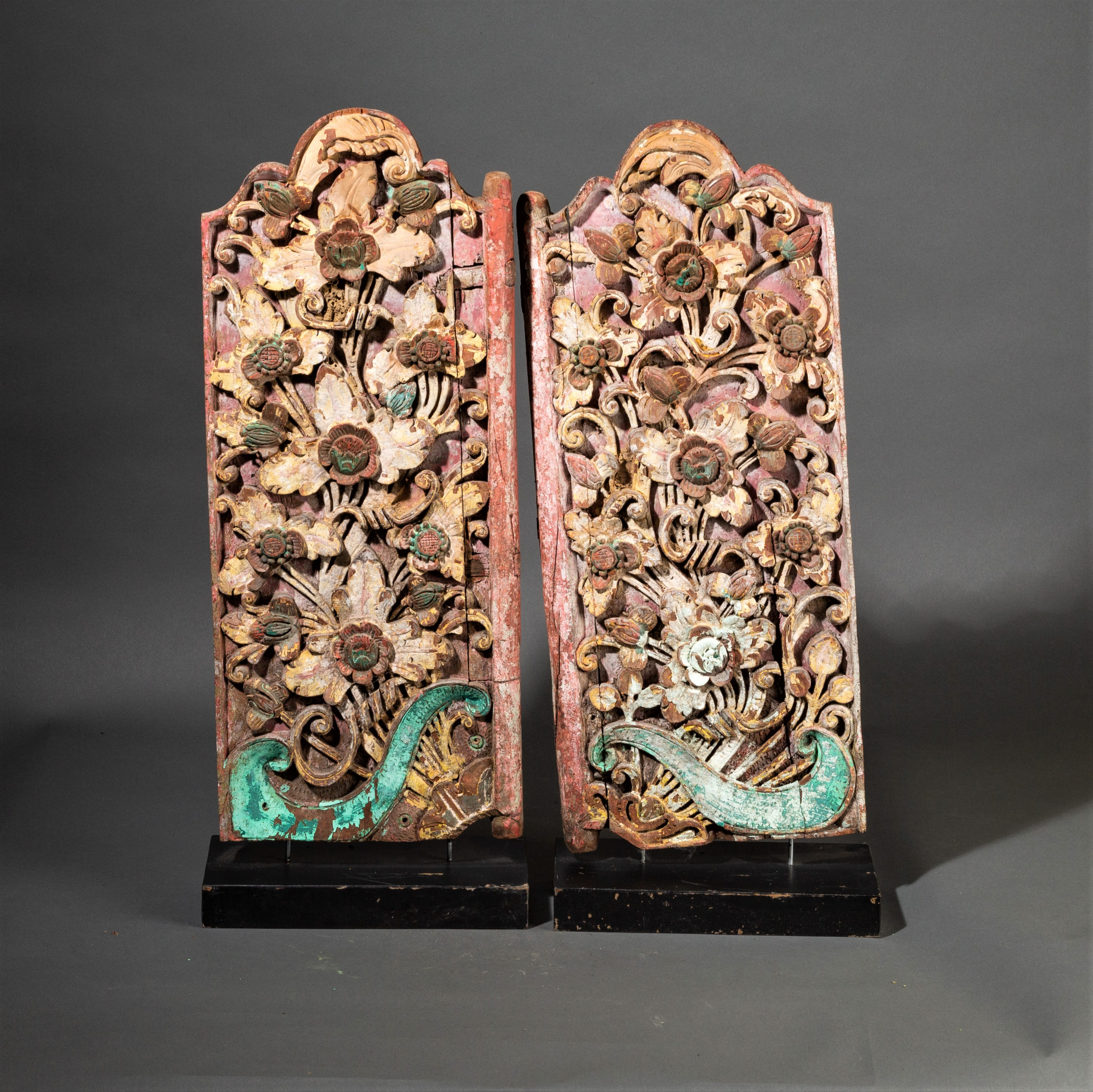 SD PAIR OF BEAUTIFULLY CARVED BALI WINDOW SHUTTERS ( No 274 )