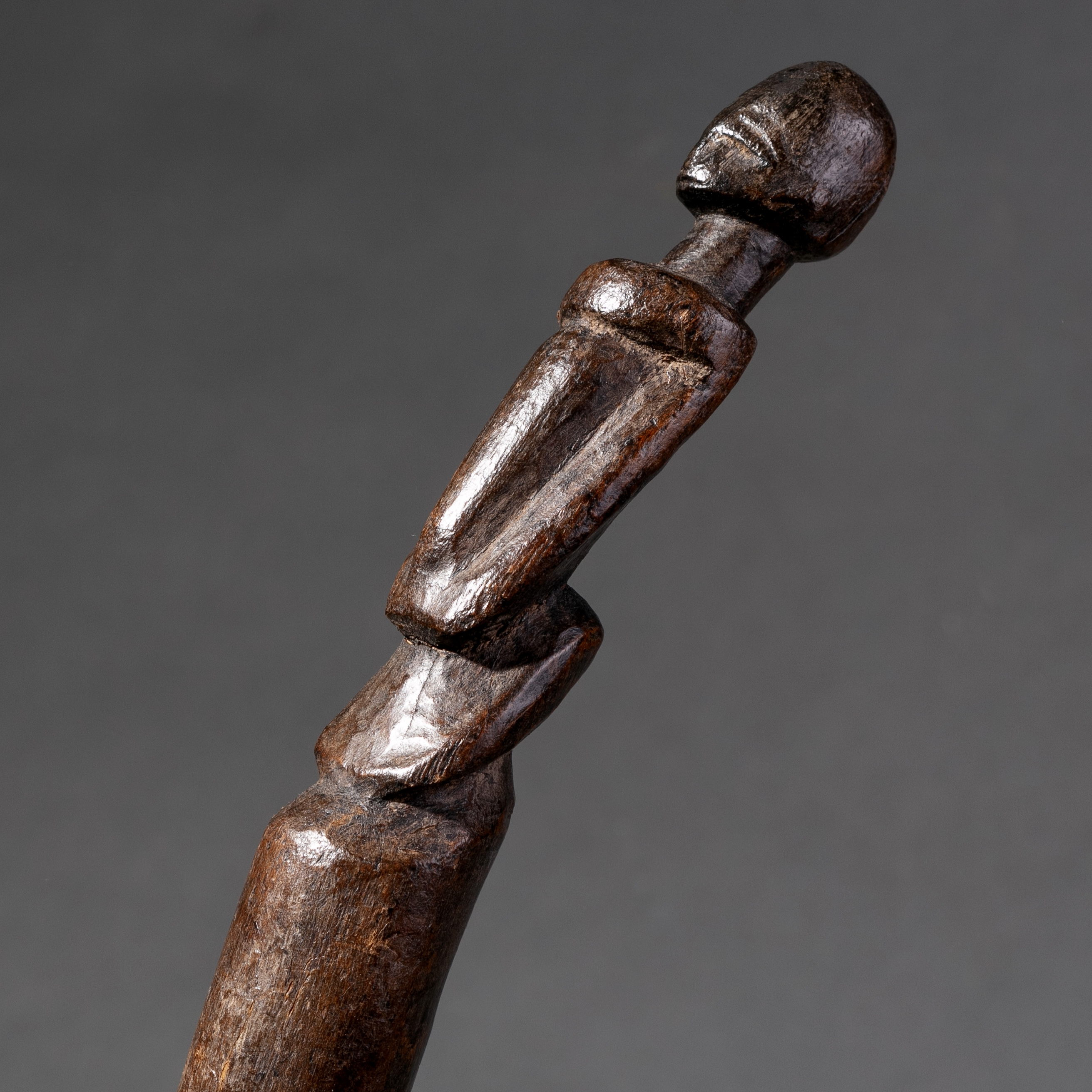 SD A CURVED LOBI TRIBE DIVINATION ROD BURKINA FASO ( No 928 )